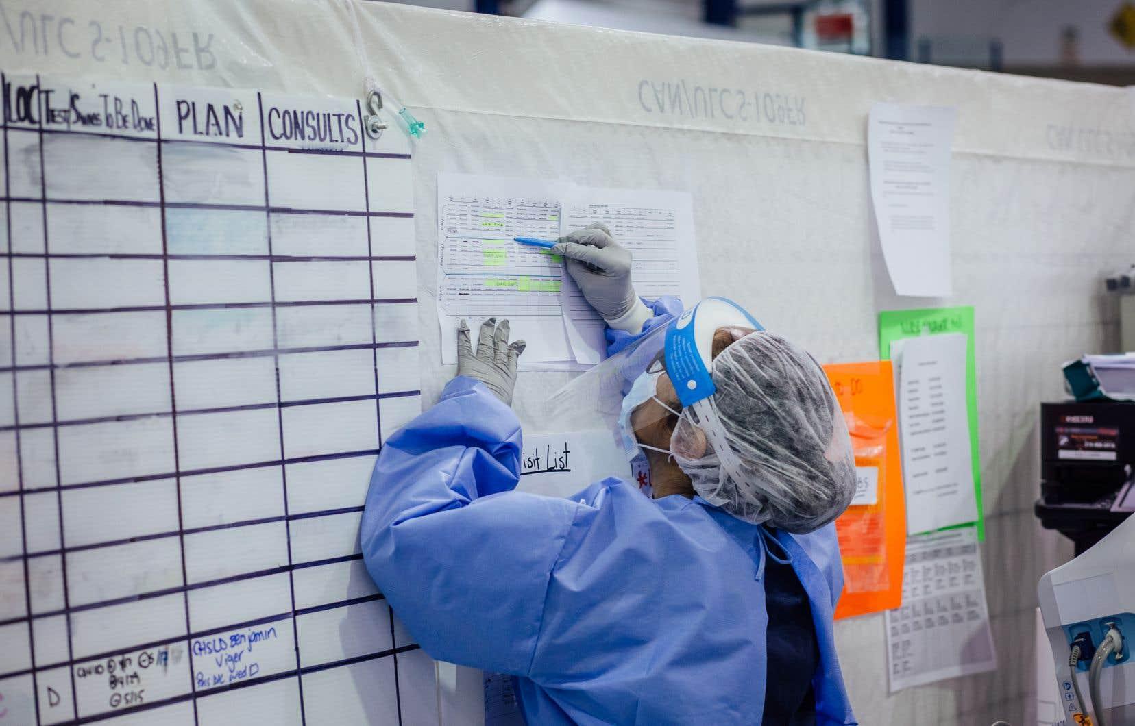 La FIQ, qui représente 76 000 infirmières, infirmières auxiliaires, inhalothérapeutes et autres professionnelles en soins, va bientôt tenir des assemblées générales pour sonder ses membres sur un mandat de grève. Celui-ci pourrait aller jusqu'à une grève générale.