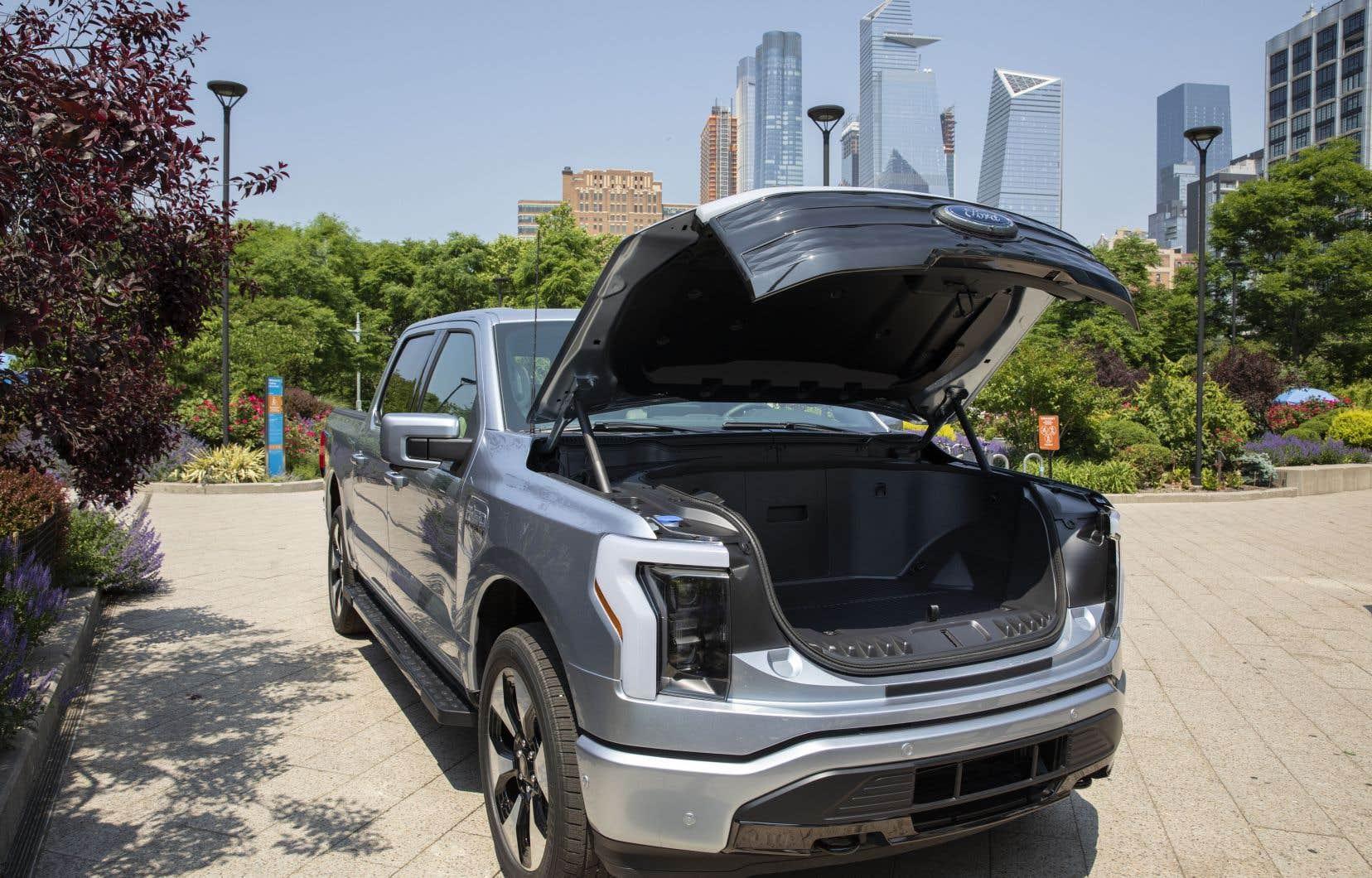 Ford a récemment présenté une version électrique de son populaire pick-up F-150, le véhicule le plus vendu aux États-Unis.