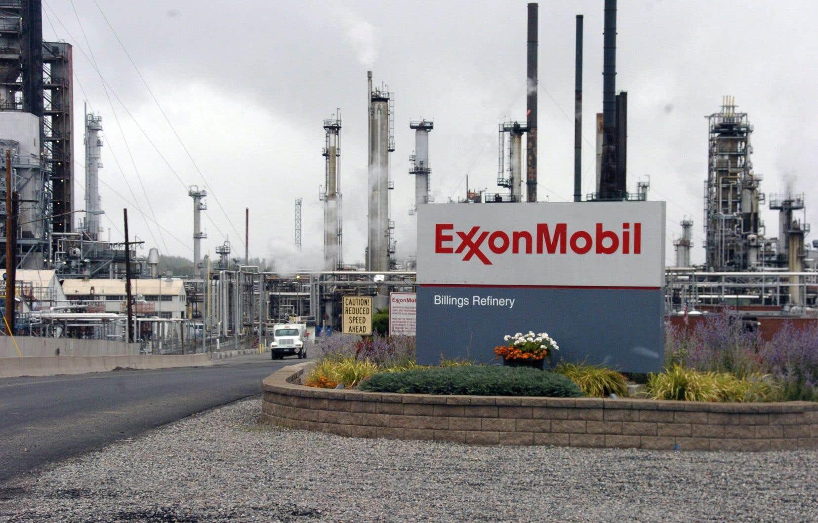 Les actionnaires d'ExxonMobilont voté en faveur d'une résolution, présentée par BNP Paribas, obligeant l'entreprise à faire un rapport expliquant si ses activités de lobbying sont bien alignées aux objectifs de l'Accord de Paris sur le climat, signé en 2015.