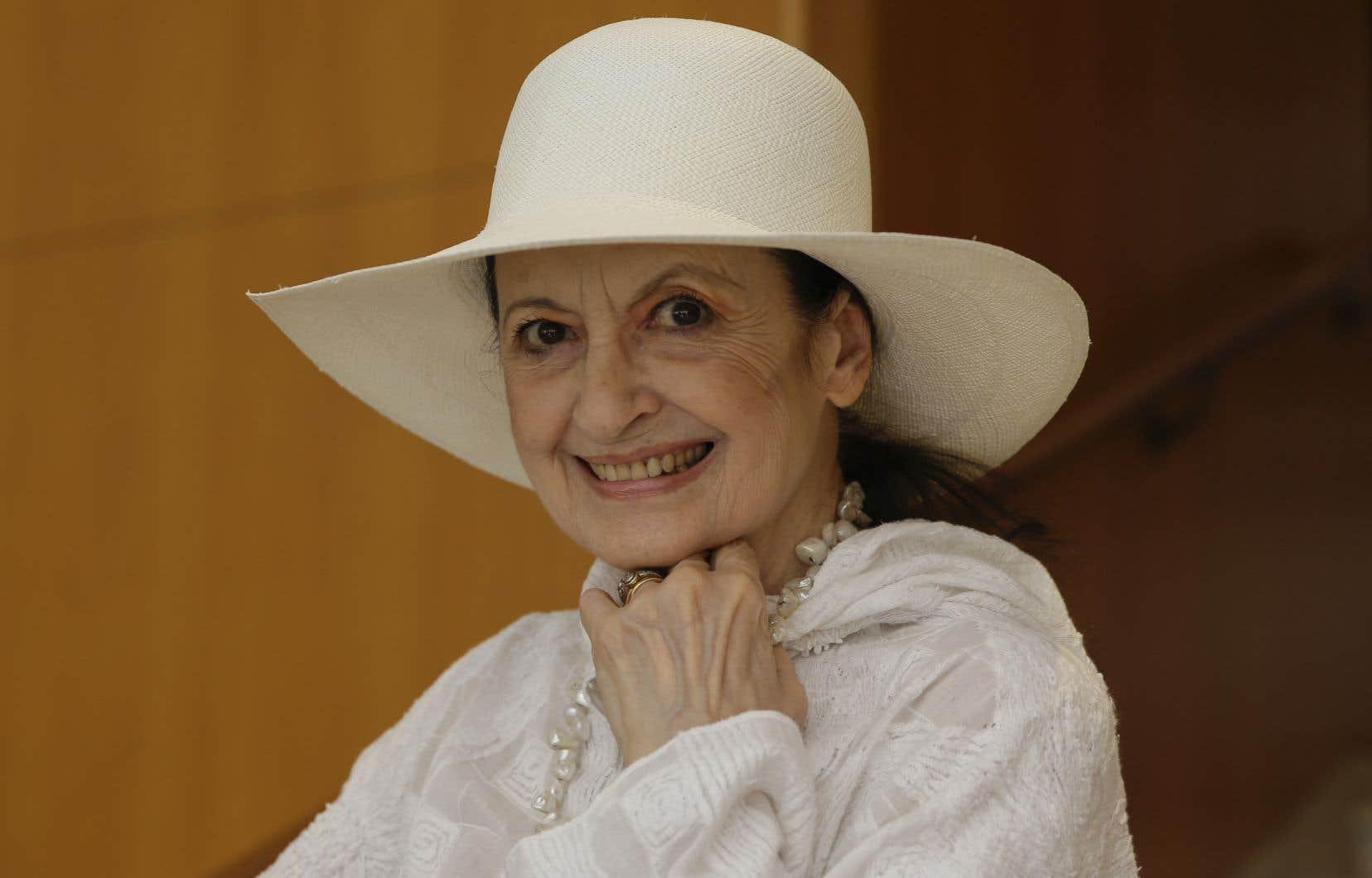 Connue dans la péninsule italienne simplement comme «La Fracci», cette élégante femme toujours vêtue de blanc avait été nommée étoile au sein de la Scala de Milan en 1958.