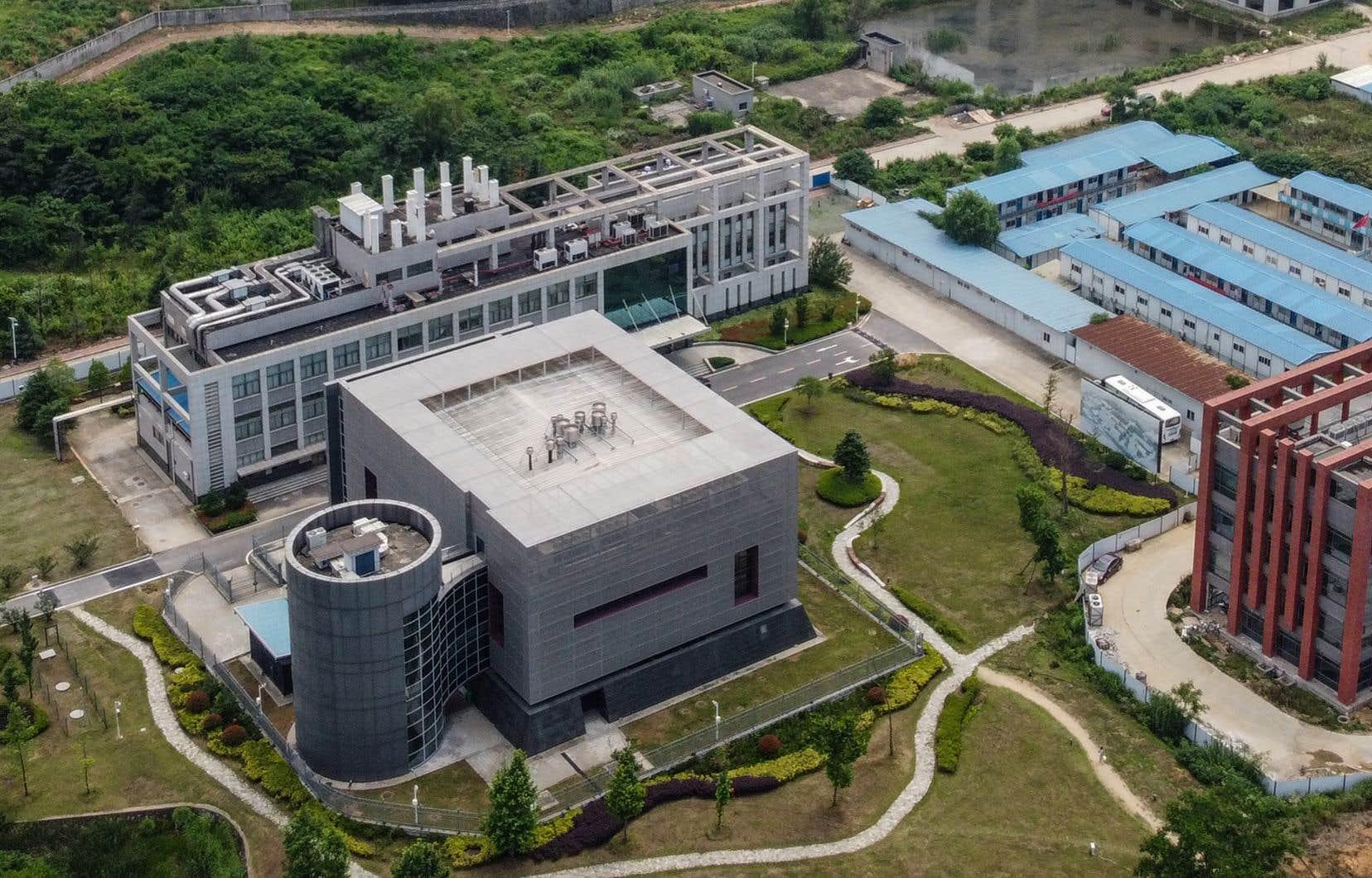 Au laboratoire P4, sur le campus de l'Institut de virologie de Wuhan, des recherches sur les maladies les plus dangereuses au monde sont conduites. Certains hauts responsables américains ont d'ailleurs soupçonné cet endroit d'être à l'origine de la pandémie de COVID-19.
