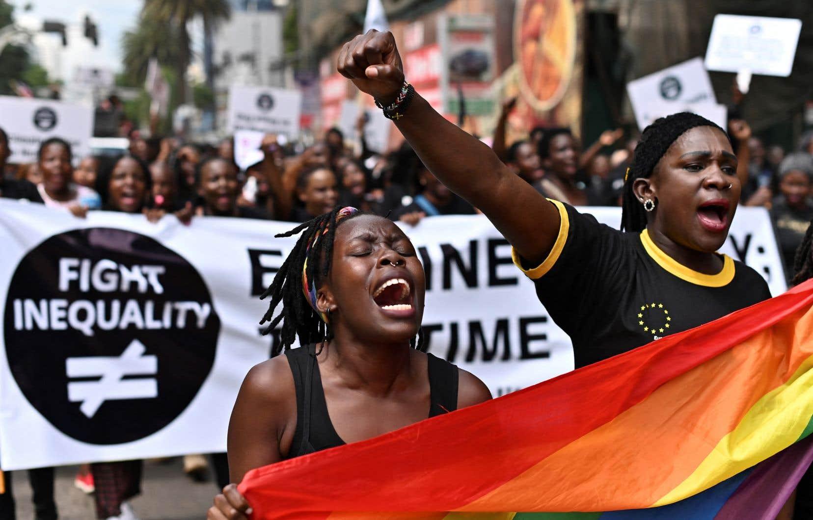 En février seulement, 3 membres de la communauté LGBTQ+ ont été tués et au moins 27 ont été arrêtés sous différents prétextes de sexualité déviante [au Cameroun].