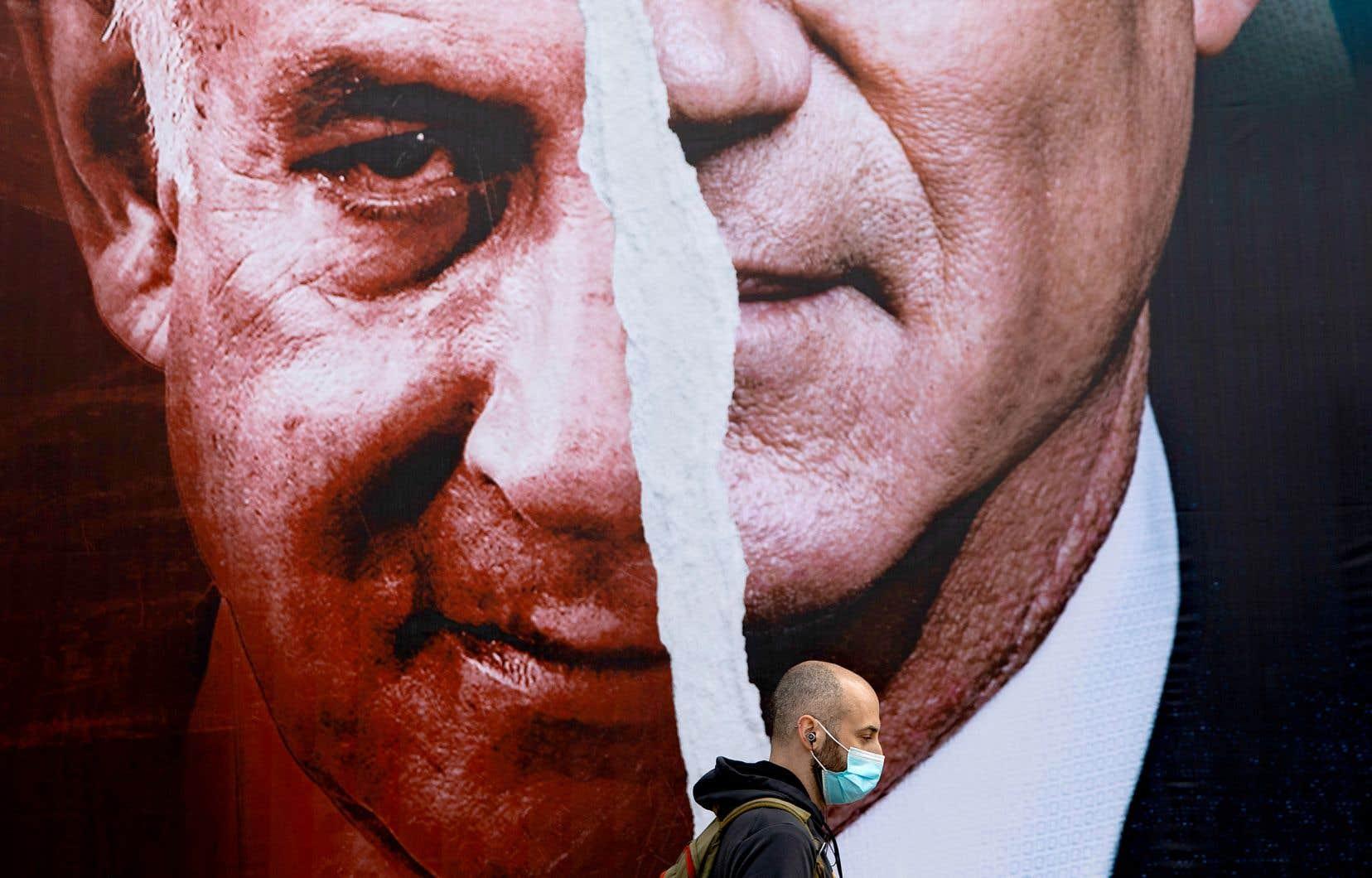 Malgré le ralliement contre l'actuel premier ministre annoncé dimanche, rien n'est encore fait pour le chef de l'opposition israélienne, Yaïr Lapid, qui a encore 4 députés à convaincre pour former une coalition de 61 élus capable de tourner la page de l'ère Nétanyahou. Sinon, d'ici mercredi soir, une cinquième élection en deux ans pourrait être déclenchée.