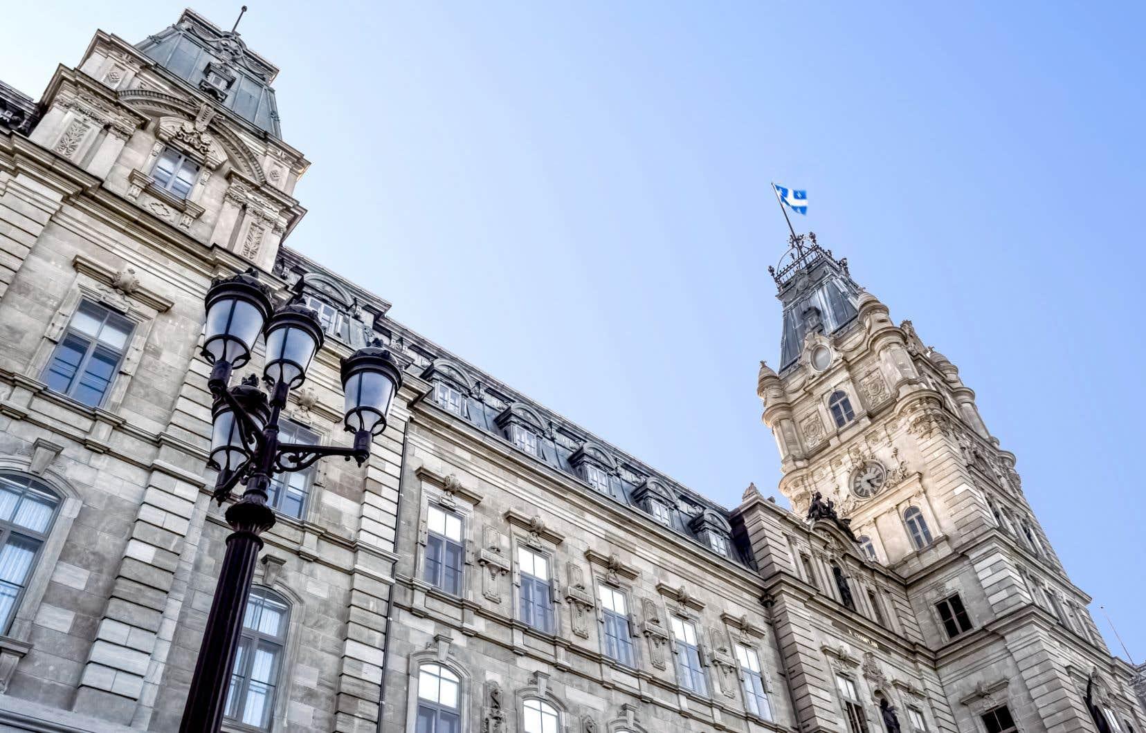 Les syndicats devraient être présents devant l'Assemblée nationalede ce lundi matin àmercredi 17h, sans interruption.