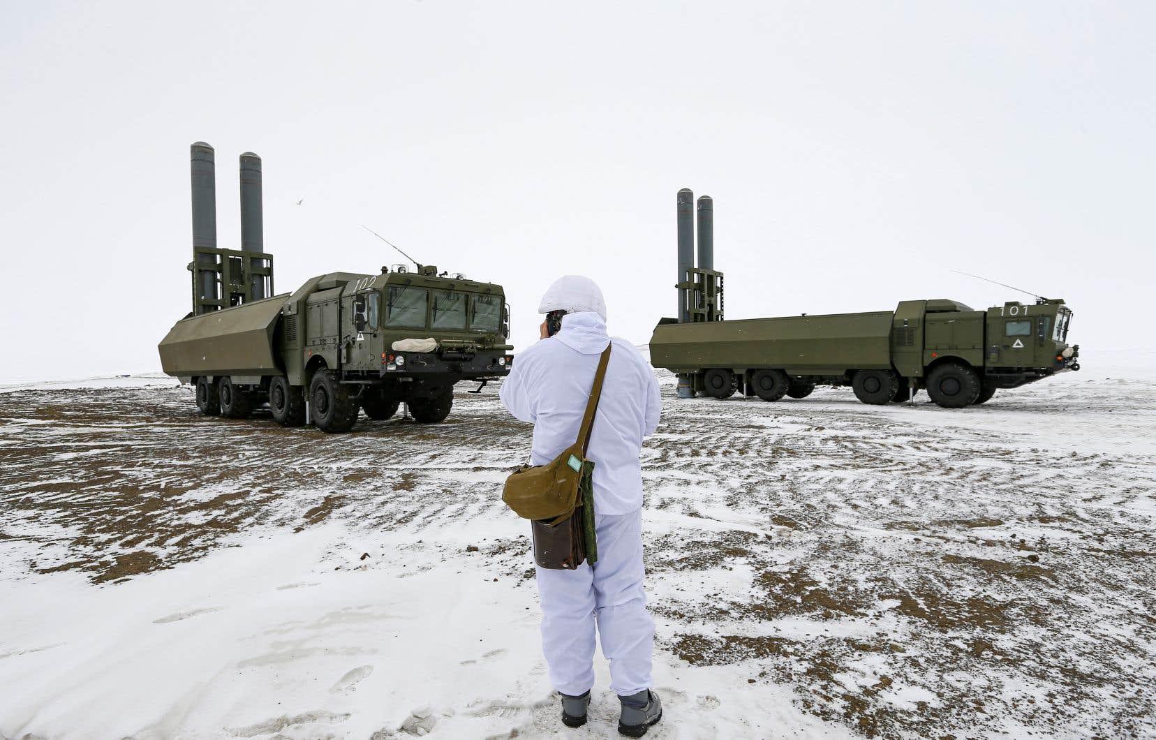 «Le Conseil est présidé depuis le 20 mai dernier par la Russie, qui est à la fois le pays le plus directement concerné par l'Arctique, le plus entreprenant dans son développement économique et le plus présent en Arctique des points de vue maritime et militaire», écrit l'auteur.