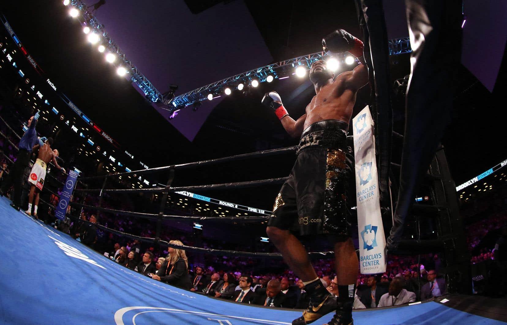 Il s'agit d'un dénouement surprenant dans la carrière de Jean Pascal (35-6-1, 20 K.-O.), qui a toujours ouvertement été en faveur des tests antidopage dans la boxe. Notre photo: son combat contre Marcus Browne, en août 2019, à New York.