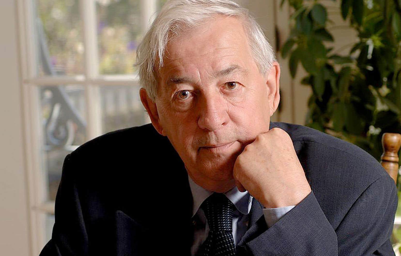 Né à Shawinigan en 1932, Jacques Lacoursière étudie à Trois-Rivières.