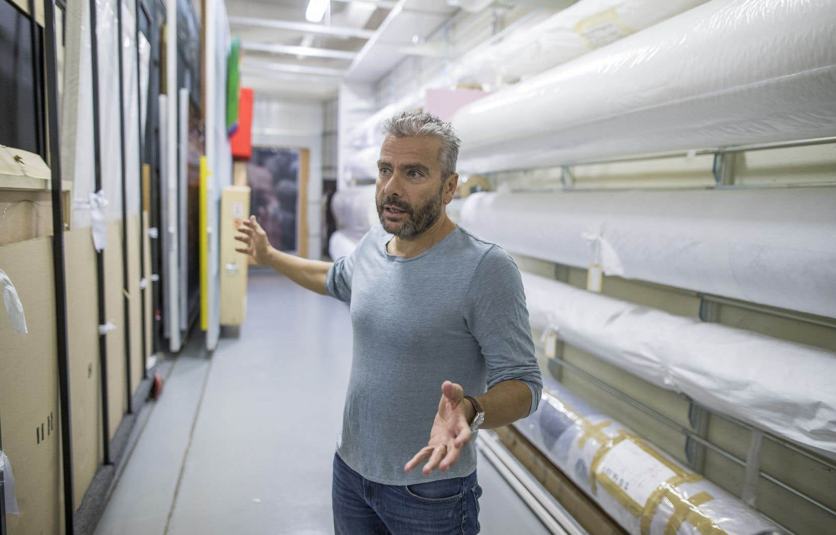Le directeur général et conservateur en chef du MAC, John Zeppetelli, doit non seulement organiser le déménagement du musée à la Place Ville-Marie, mais aussi le déplacement de milliers d'œuvres à l'intérieur même de l'établissement durant les travaux.