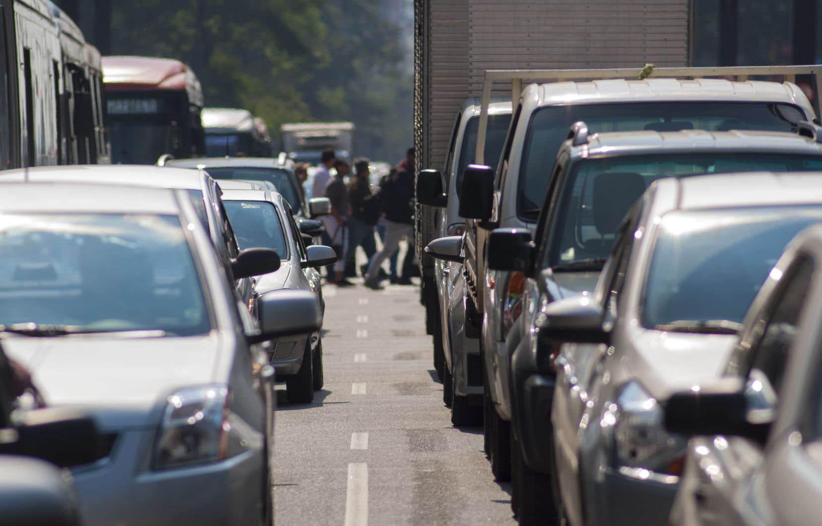 Les véhicules sont non seulement plus nombreux sur les routes du Québec, mais ils deviennent aussi plus gros et plus lourds.