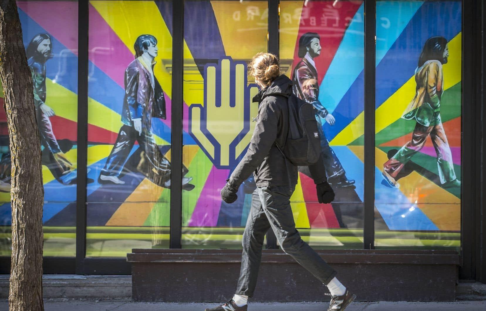 Selon les spécialistes, c'est en voyant le piéton comme un usager à part entière dans l'aménagement de la rue que l'on pourra rééquilibrer l'espace public en faveur des piétons.