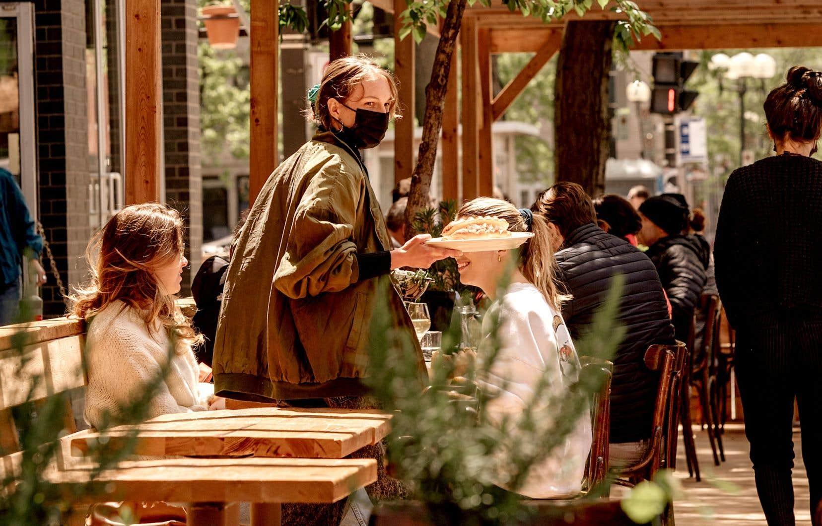 La terrasse du BarBara Vin, une nouvelle adresse qui met l'accent particulier sur les pâtes fraîches et autres classiques italiens.