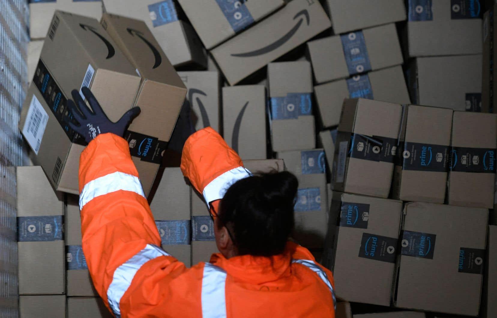 «Les travailleurs des sites Amazon se blessent plus souvent, et plus gravement que dans les entrepôts d'autres entreprises», a affirmé une coalition de syndicats, le Strategic organizing center, dans un rapport publié mardi.