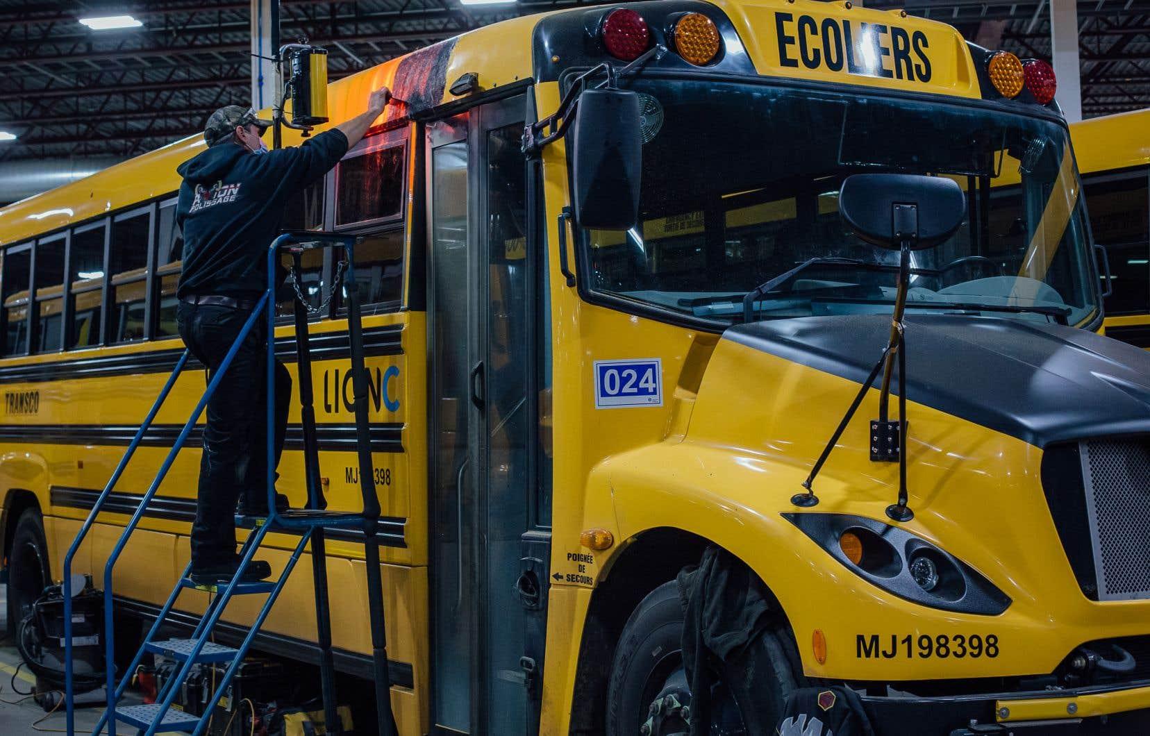 Quand elle sera opérationnelle fin 2022, la nouvelle usine de Lion Électrique à Mirabel produira des batteries pour équiper chaque année l'équivalent de 14000 véhicules électriques comme ceux que Lion compte vendre au Canada et aux États-Unis. Sur la photo, l'usine de production de camions et d'autobus de Lion Électrique, à Saint-Jérôme.