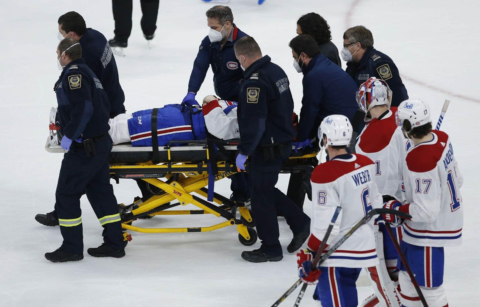 JakeEvans a quitté la patinoire sur une civière à la suite d'une violente mise en échec de l'attaquant Mark Scheifele.