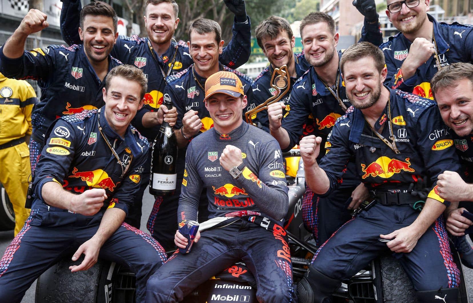 En remportant le dernier Grand Prix, à Monaco, Verstappen s'est retrouvé avec une avance de quatre points devant Hamilton avant le Grand Prix d'Azerbaïdjan.