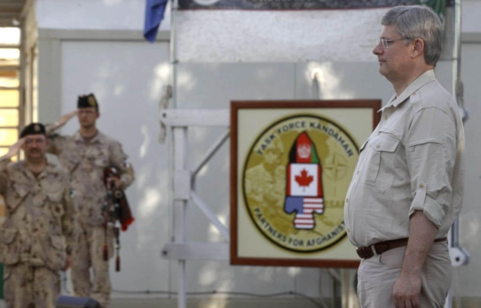 Stephen Harper participait à une cérémonie à la base aérienne de Kandahar, le 30 mai dernier