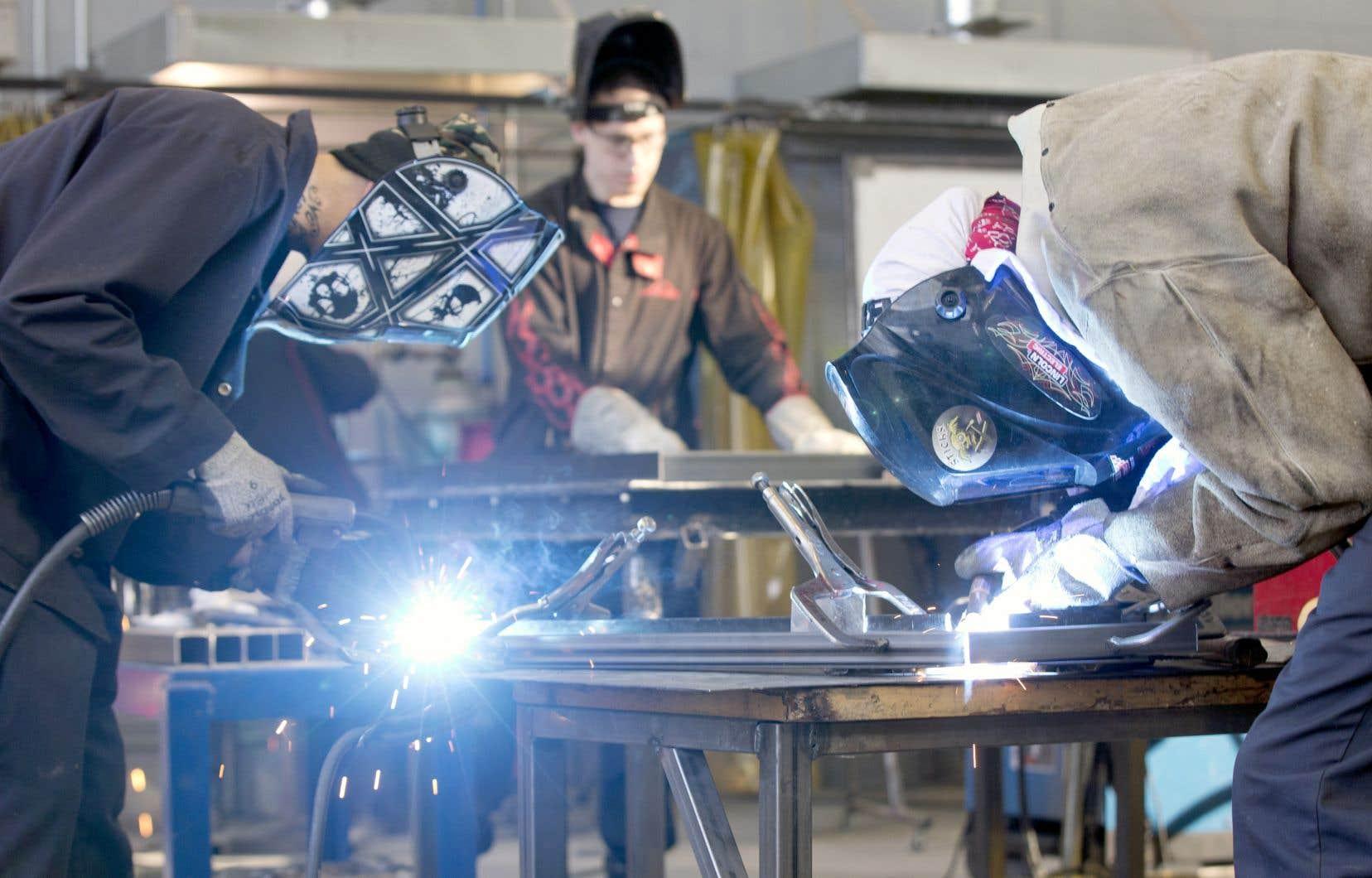 Un moins grand nombre de personnes sur le marché du travail pourrait signifier que des pénuries de main-d'œuvre sont à prévoir au Canada, alors que la demande de travailleurs est sur le point de se redresser.
