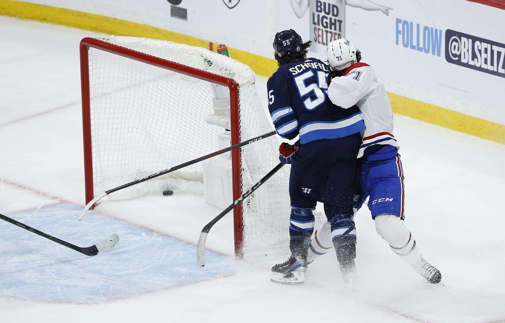 L'attaquant des Jets a été suspendu par le Département de la sécurité des joueurs de la LNH pour quatre matchs pour son geste.