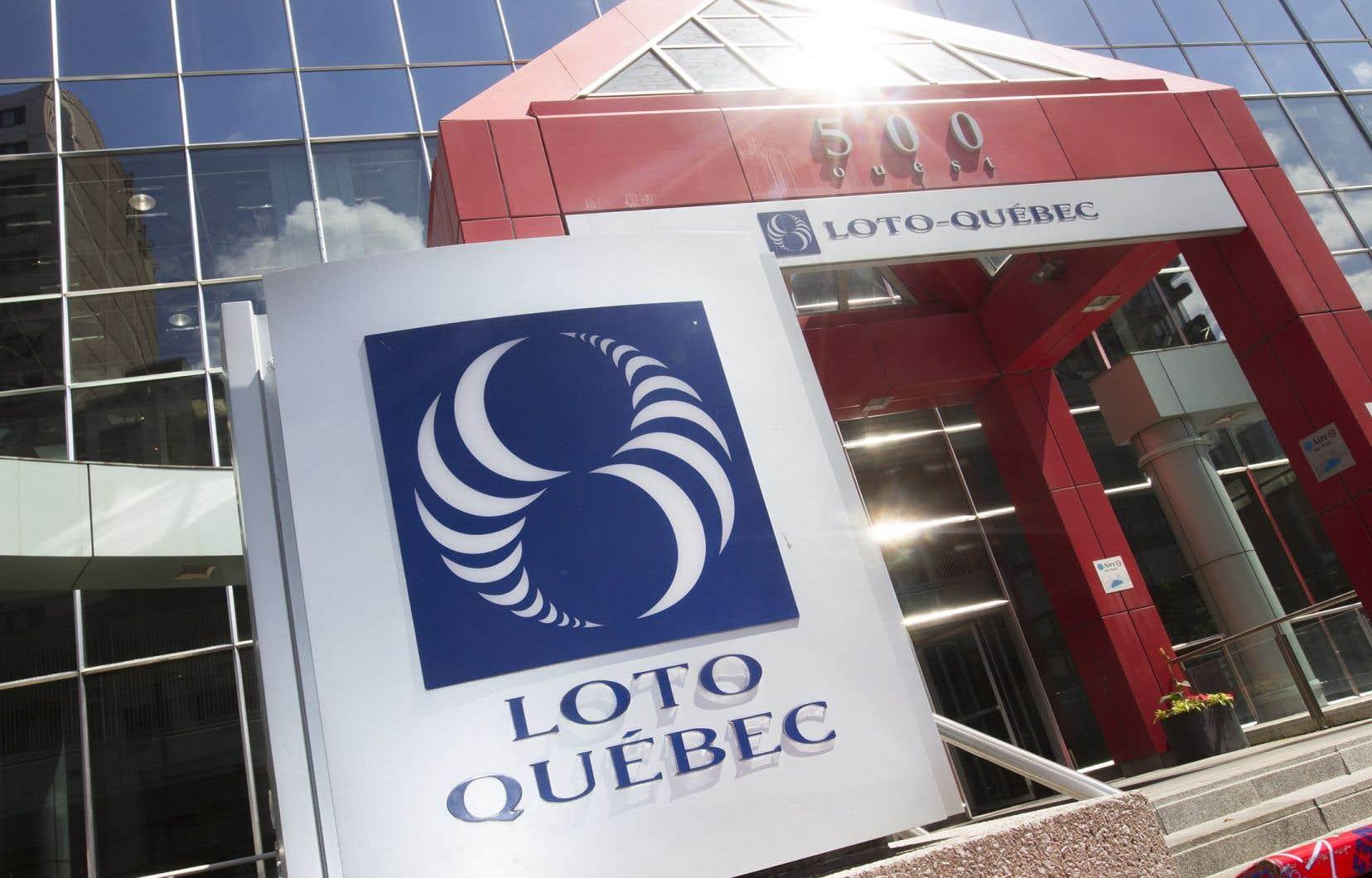 Les dépenses de Loto-Québecont baissé de 25,5%, passant de 903,6millions à 673,5millions.
