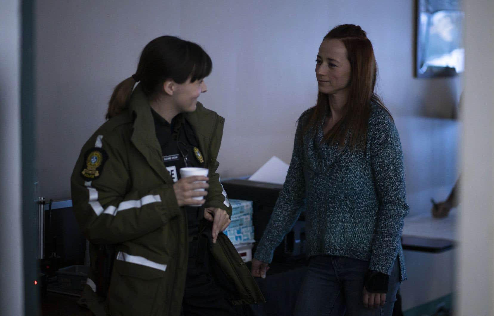 Les actrices Alexa-Jeanne Dubé et Karine Vanasse dans une scène de la télésérie «Après»