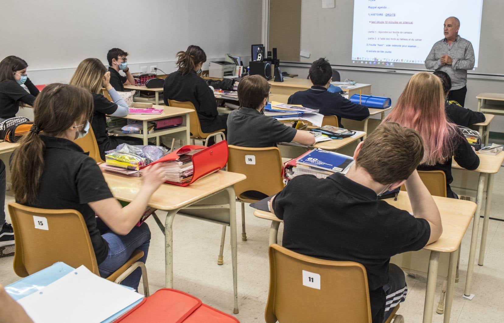Plusieurs écoles n'ont pas de système mécanique de ventilation et elles ont reçu la directive de ne pas utiliser de ventilateurs tournés vers les élèves en raison des risques reliés à la COVID-19.