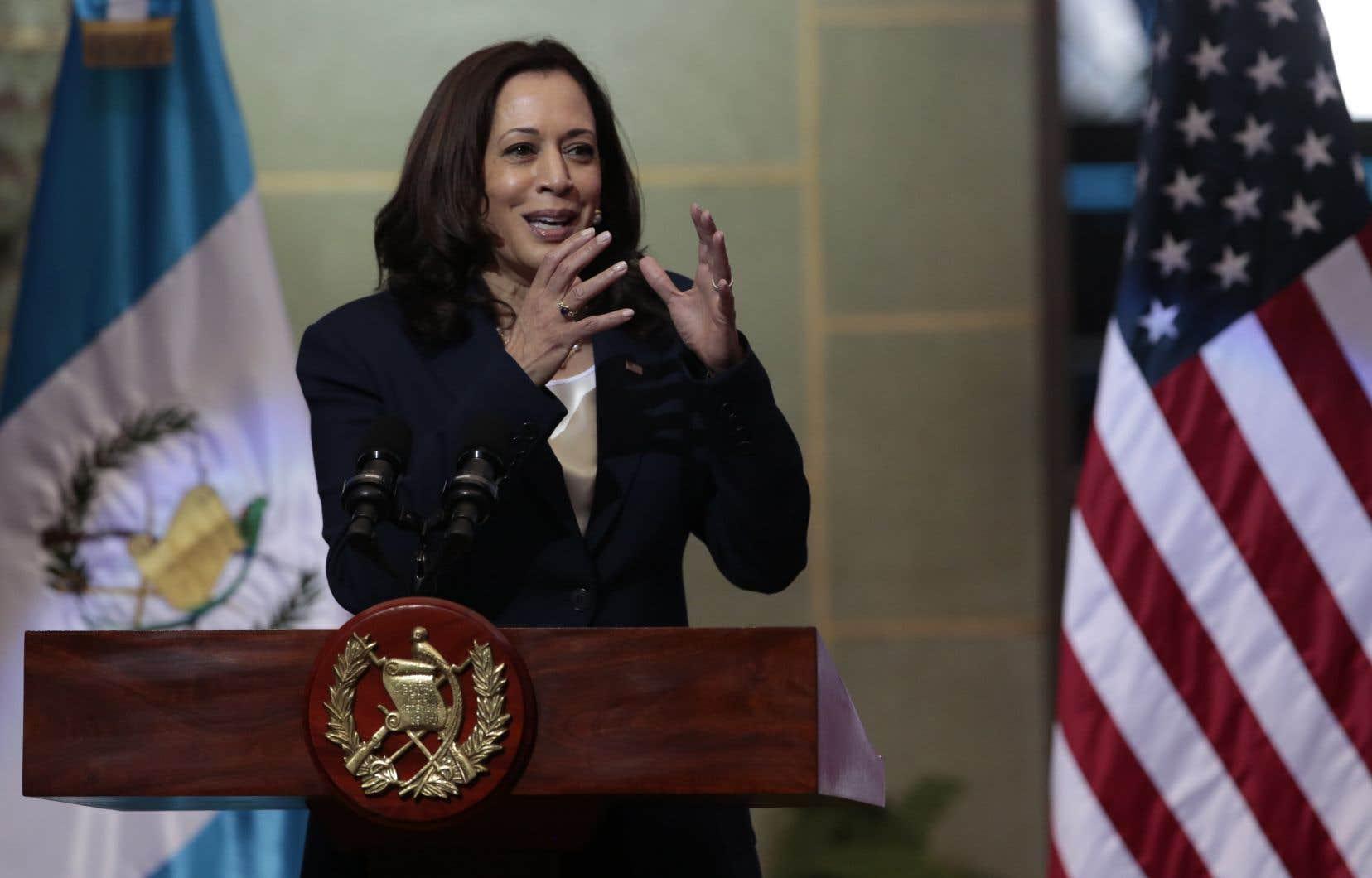 Kamala Harris a adressé un message aux candidats au voyage clandestin: «Ne venez pas. Ne venez pas. Les États-Unis continueront à appliquer leurs lois et à sécuriser leurs frontières… Si vous venez à notre frontière, vous serez refoulés».