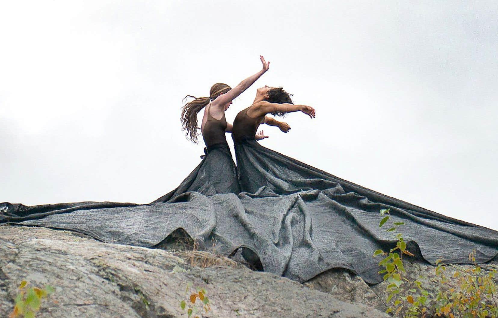 La pandémie a mis en lumière un des angles morts du développement de la danse. Ici, une chorégraphie de Fleuve | Espace Danse, qui est située à Saint-Jean-Port-Joli.