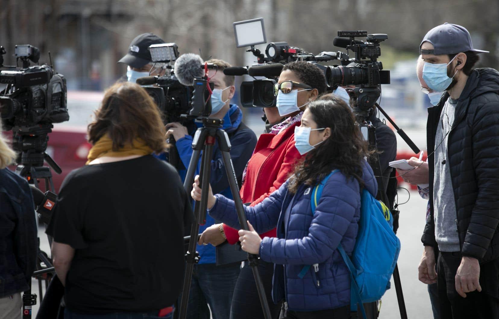 Le groupe Médias d'Info Canada reproche au gouvernement de ne s'en être tenu jusqu'ici qu'à des paroles.