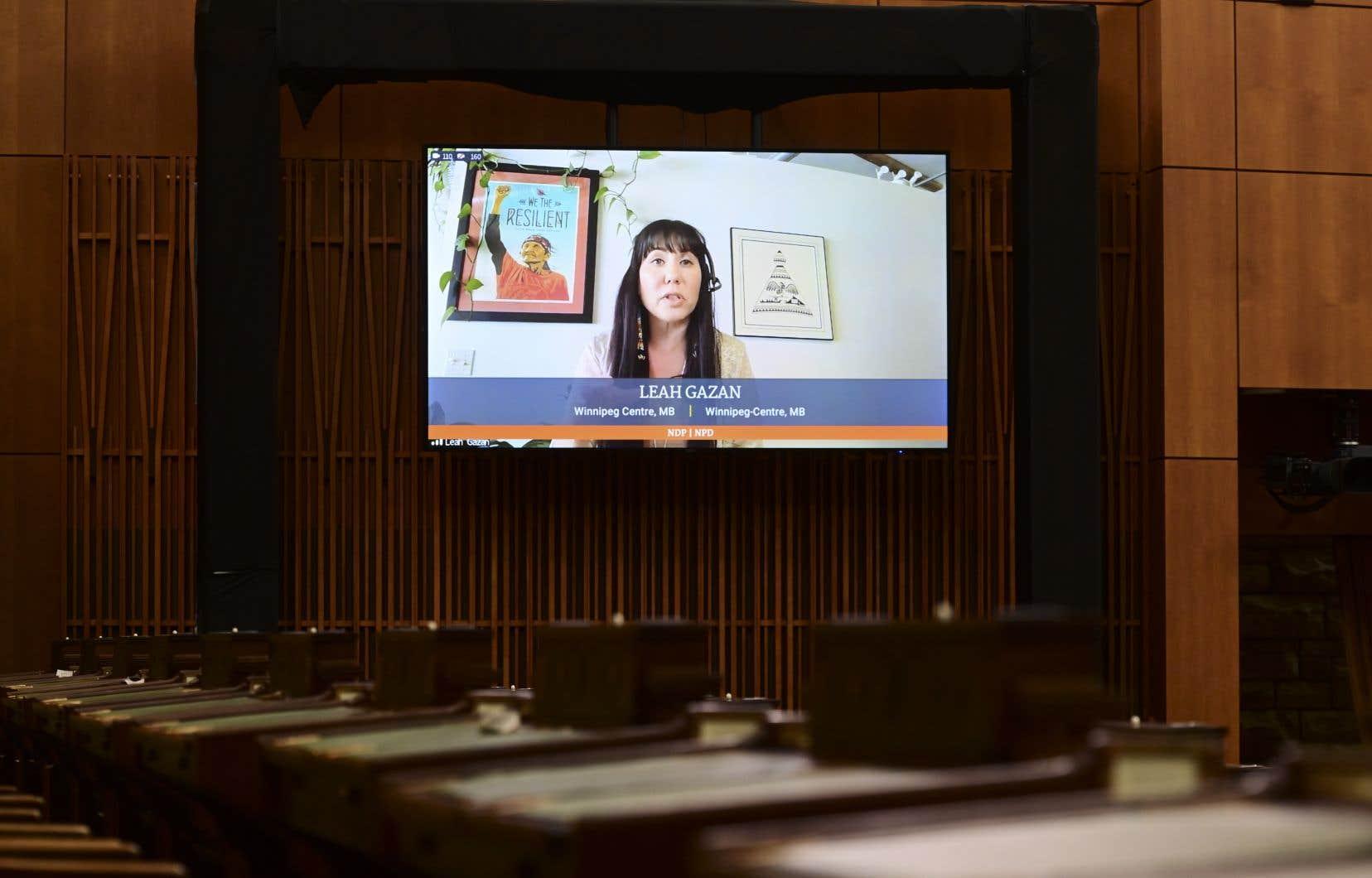 La demande de la députée néo-démocrate Leah Gazan fait suite à la découverte des restes de 215 enfants sur le site d'un ancien pensionnat de Kamloops, en Colombie-Britannique le mois dernier.