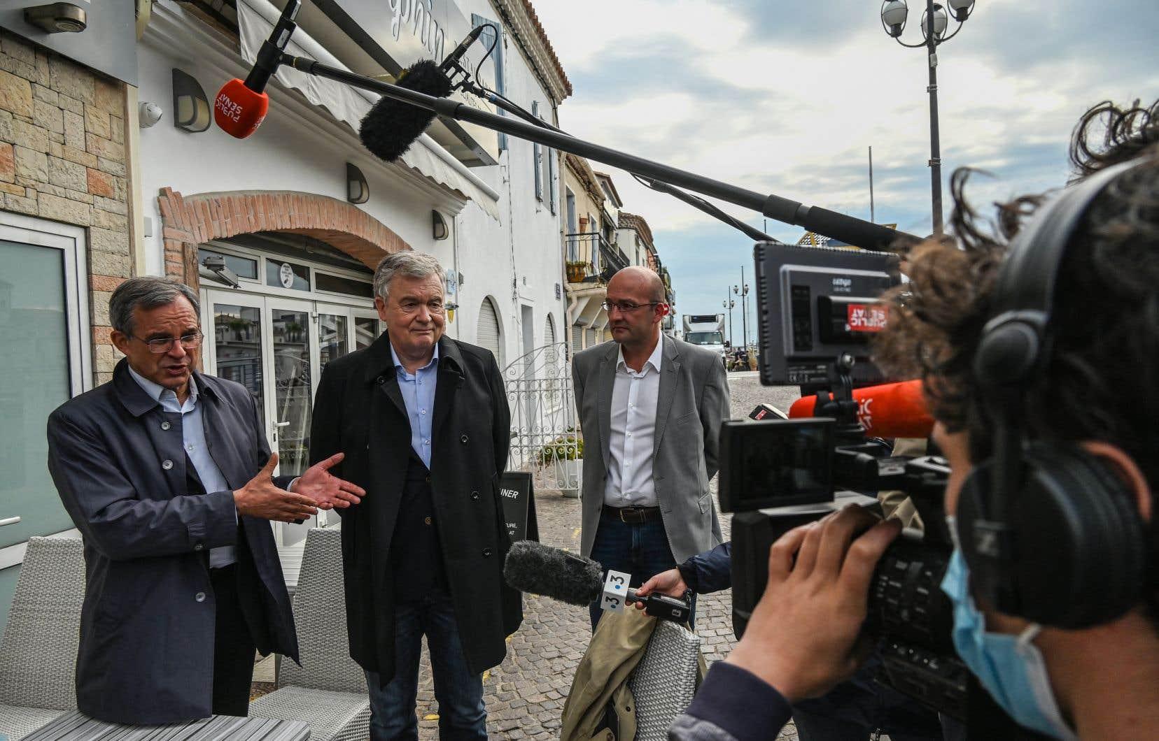 Les candidats du RN aux élections régionales  Thierry Mariani (à gauche), Jean-Paul  Garraud (au  centre) et  Frédéric Bort  (à droite), lors d'une visite  de terrain en Occitanie. Dans sa région, en Provence-Alpes-Côte d'Azur,  Mariani est en avance dans les intentions de  vote, selon tous les sondages.