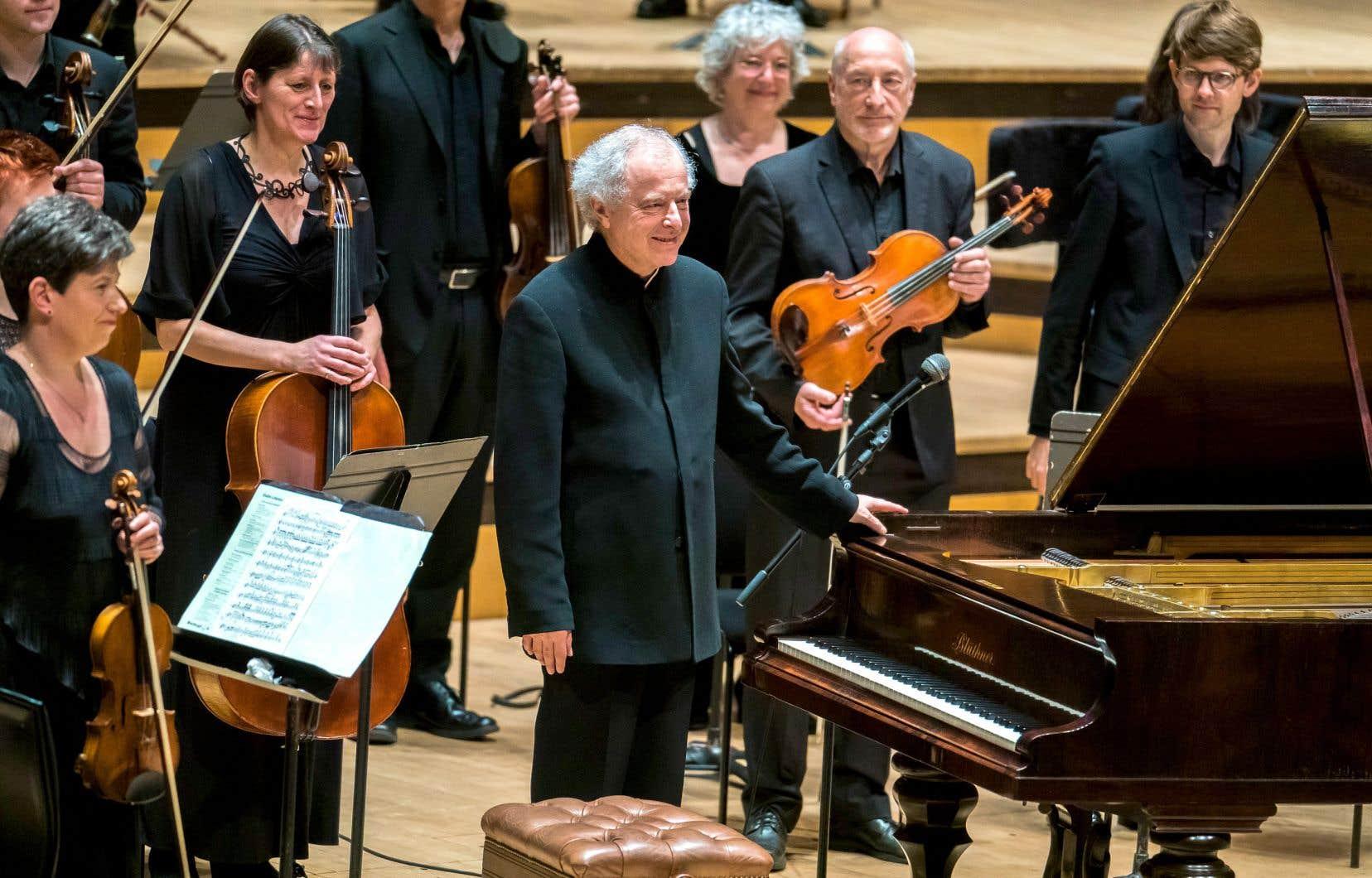 Si András Schiff bouleverse notre écoute des concertos de Brahms, c'est parce qu'il opère en premier lieu une révolution par le son. Son piano est un Blüthner de 1859, l'époque des concertos. Il a choisi comme partenaire The Orchestra of the Age of Enlightenment. Cette formation joue dans la configuration dont Brahms disposait à Meiningen, soit 50 musiciens.