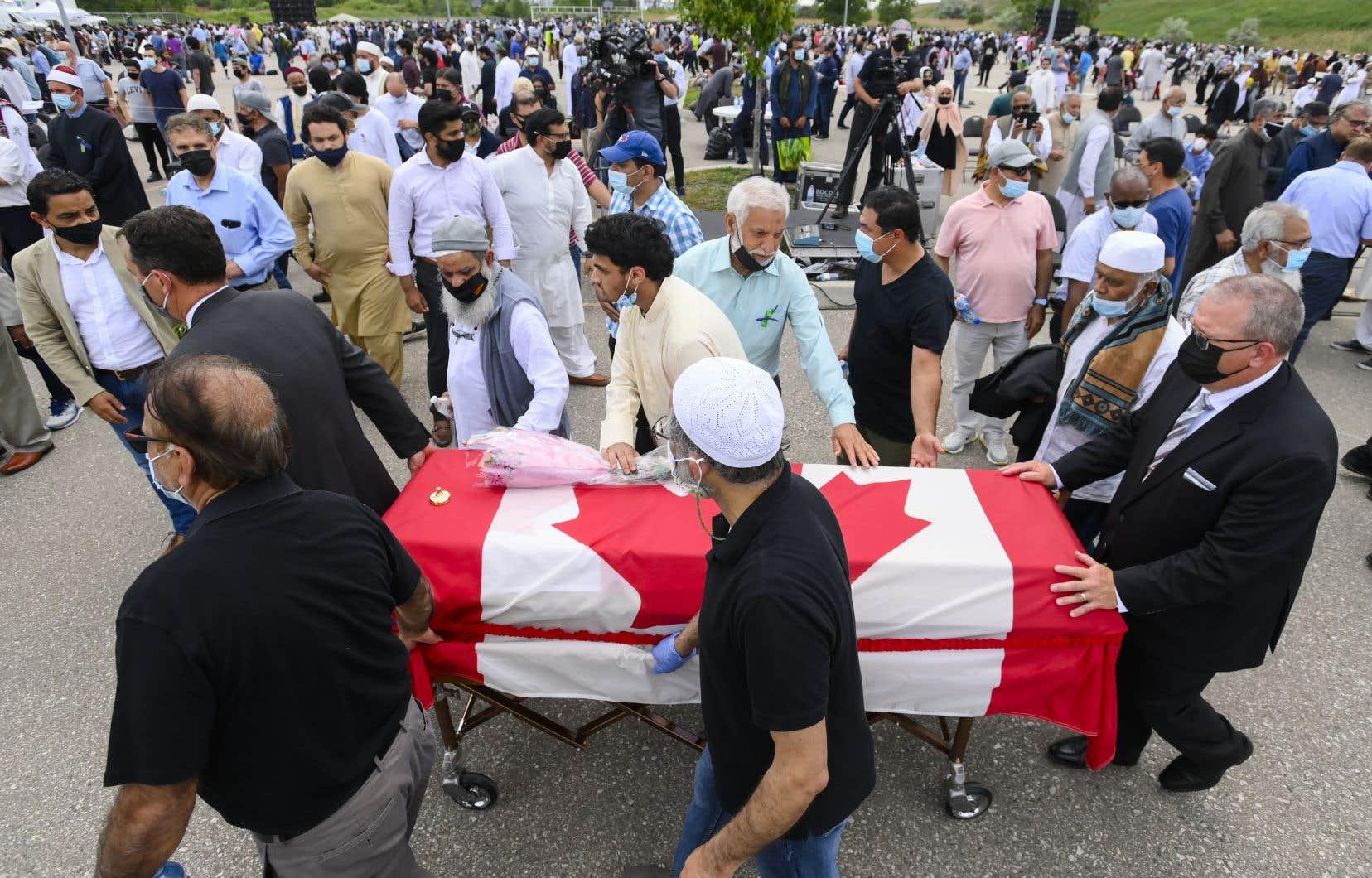 L'attentat a ravivé les discussions sur le racisme au Canada, relançant les appels pour un sommet national sur les moyens de contrer l'islamophobie au pays.
