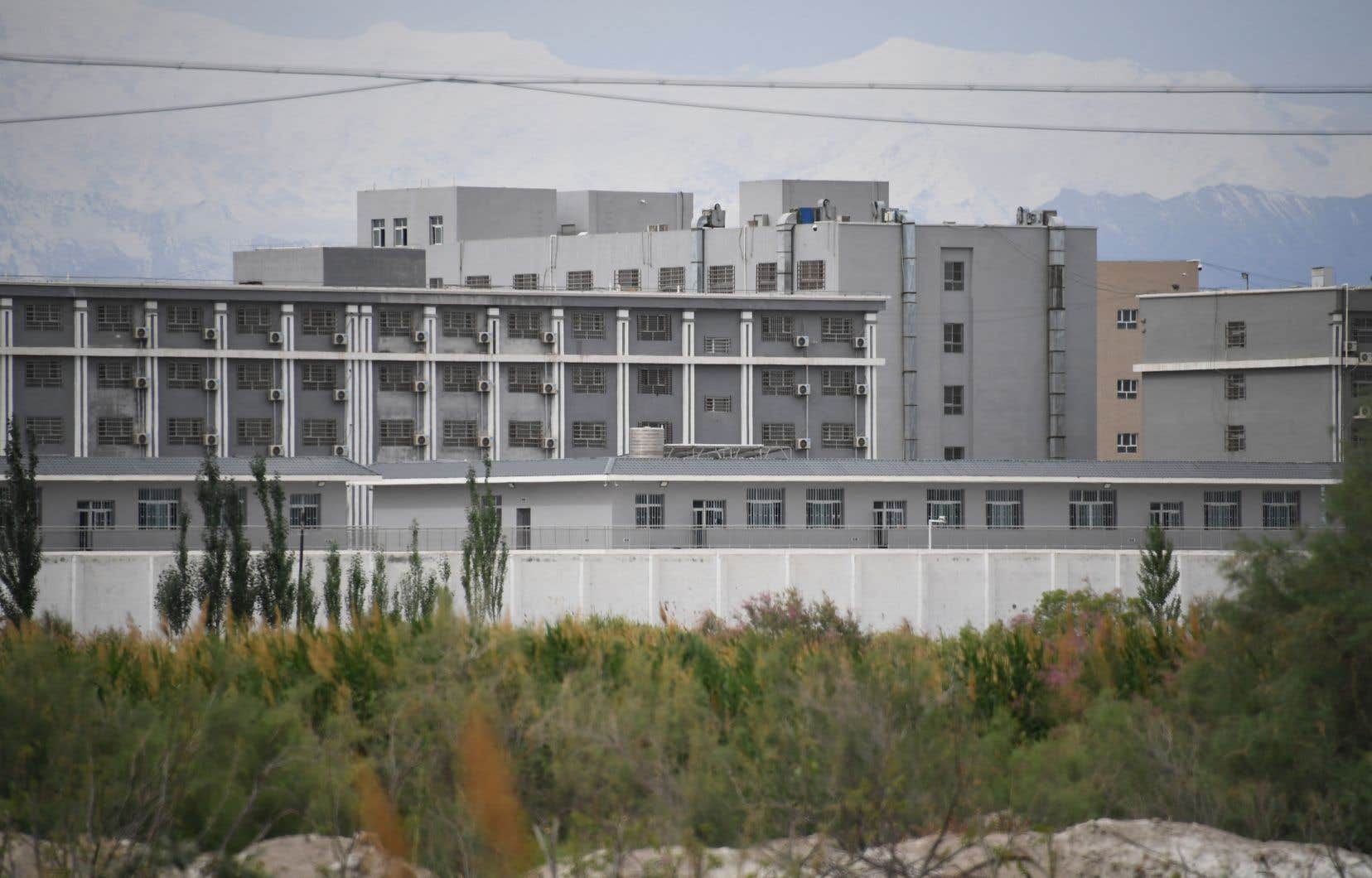 Depuis plusieurs années, la Chine place des Ouïghours, principale minorité ethnique du Xinjiang, en détention dans des «camps de rééducation» politique.
