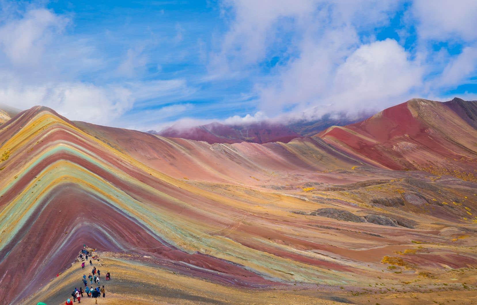 Sais-tu dans quel pays est située la montagne Vinicunca, aussi surnommée la «montagne aux sept couleurs»?