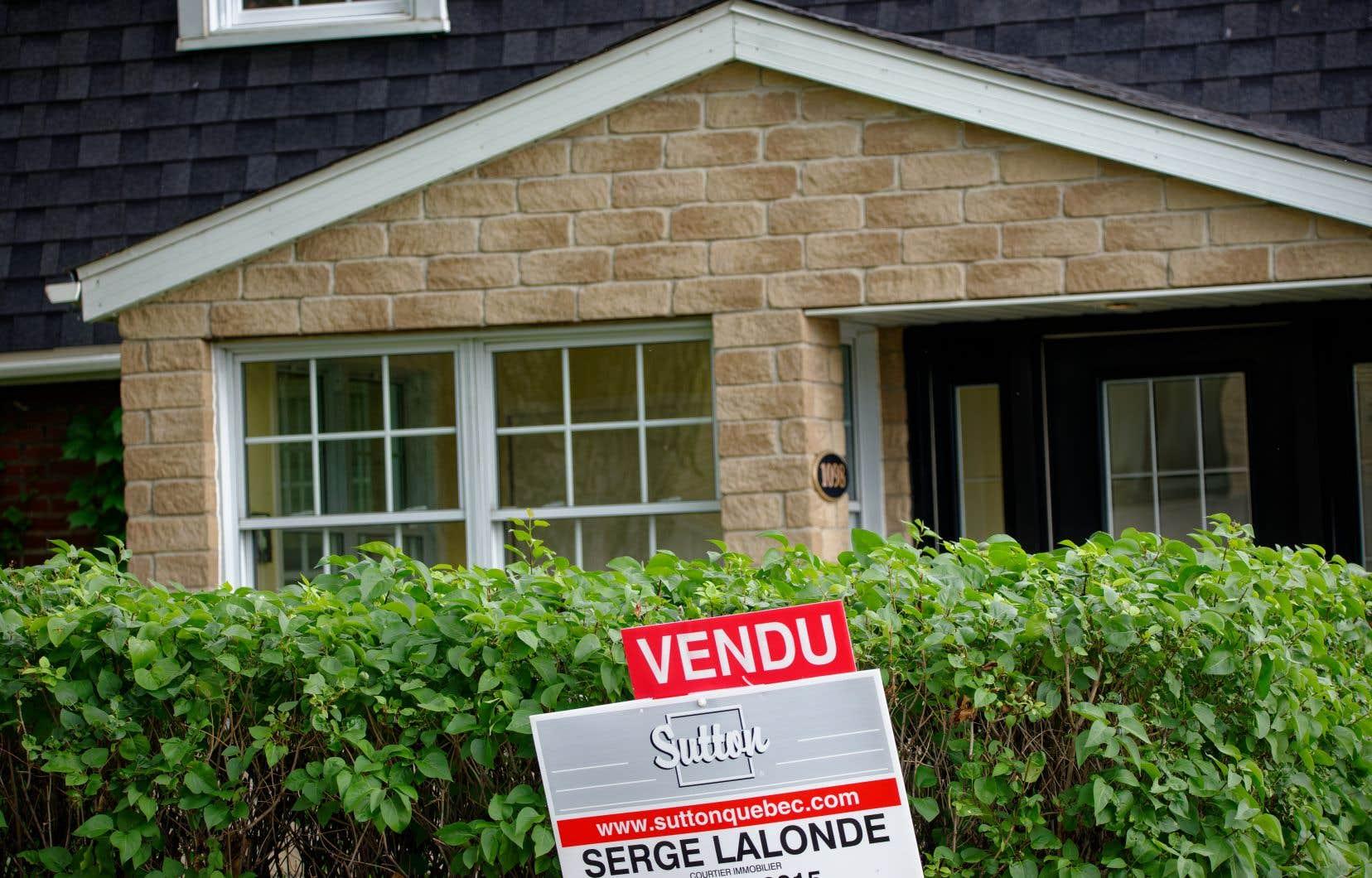 Le prix moyen national d'une maison vendue en mai était d'un peu plus de 688000$, en hausse de 38,4% par rapport au même mois l'an dernier.