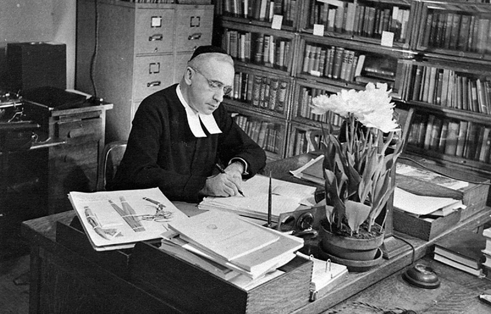 «Les batailles sociales et politiques qu'a menées feu le frère Marie-Victorin dans les années 1930 pour développer la culture scientifique au Québec, il les menait au nom du futur développement économique du Québec, un développement plutôt réussi, non?» écrit l'auteur.