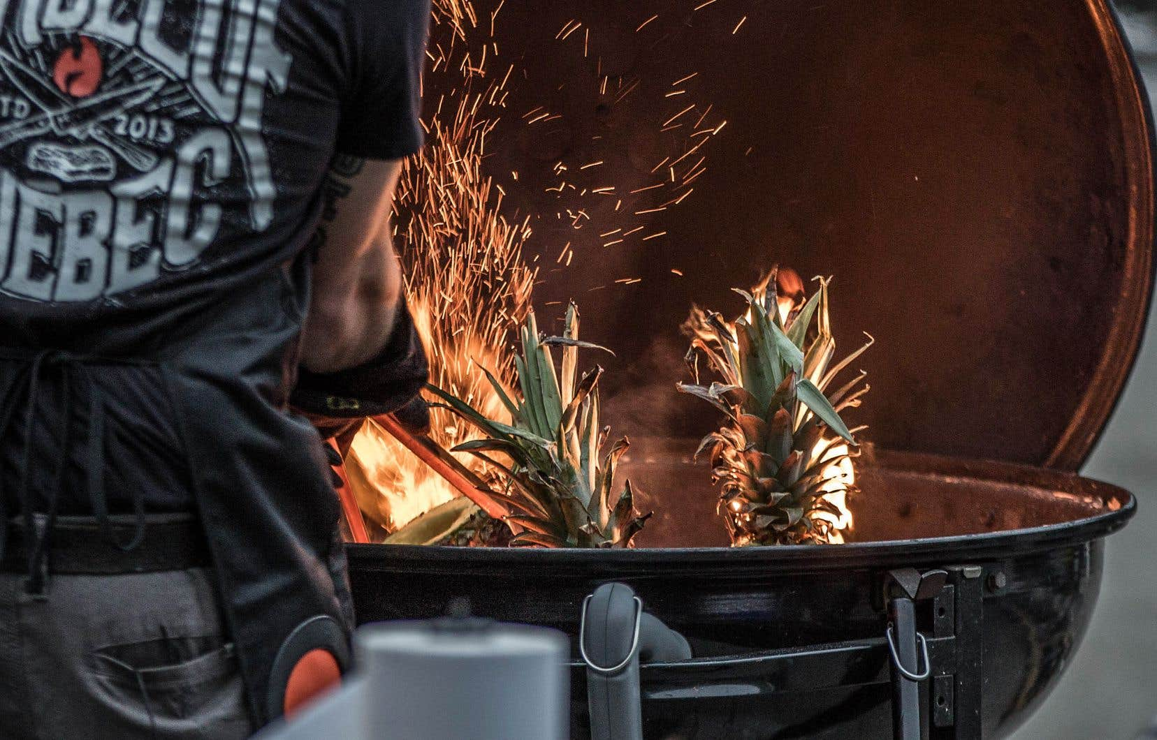 La cuisine au barbecue permet de surprendre et parfois même d'assurer un petit spectacle.
