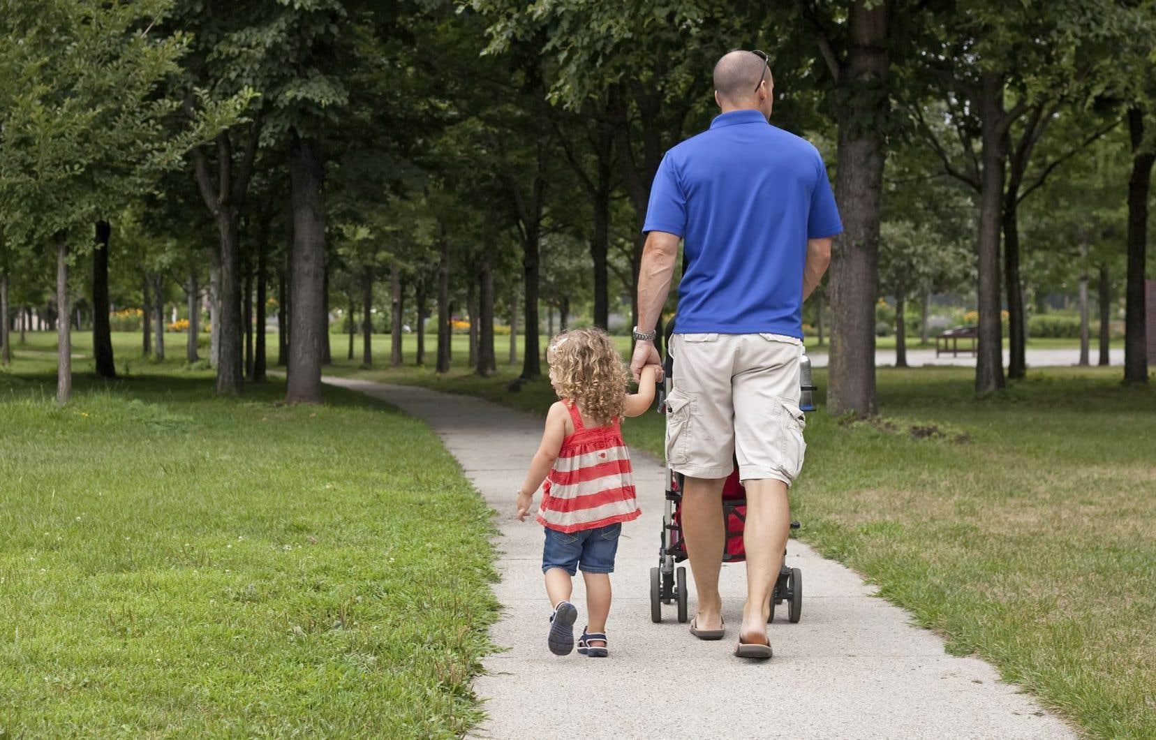 «Les papas d'aujourd'hui sont impliqués dans toutes les étapes du développement de leurs enfants, de la pouponnière à la collation des grades, et sont des acteurs de premier plan au sein de leur équipe parentale», écrivent les auteurs.