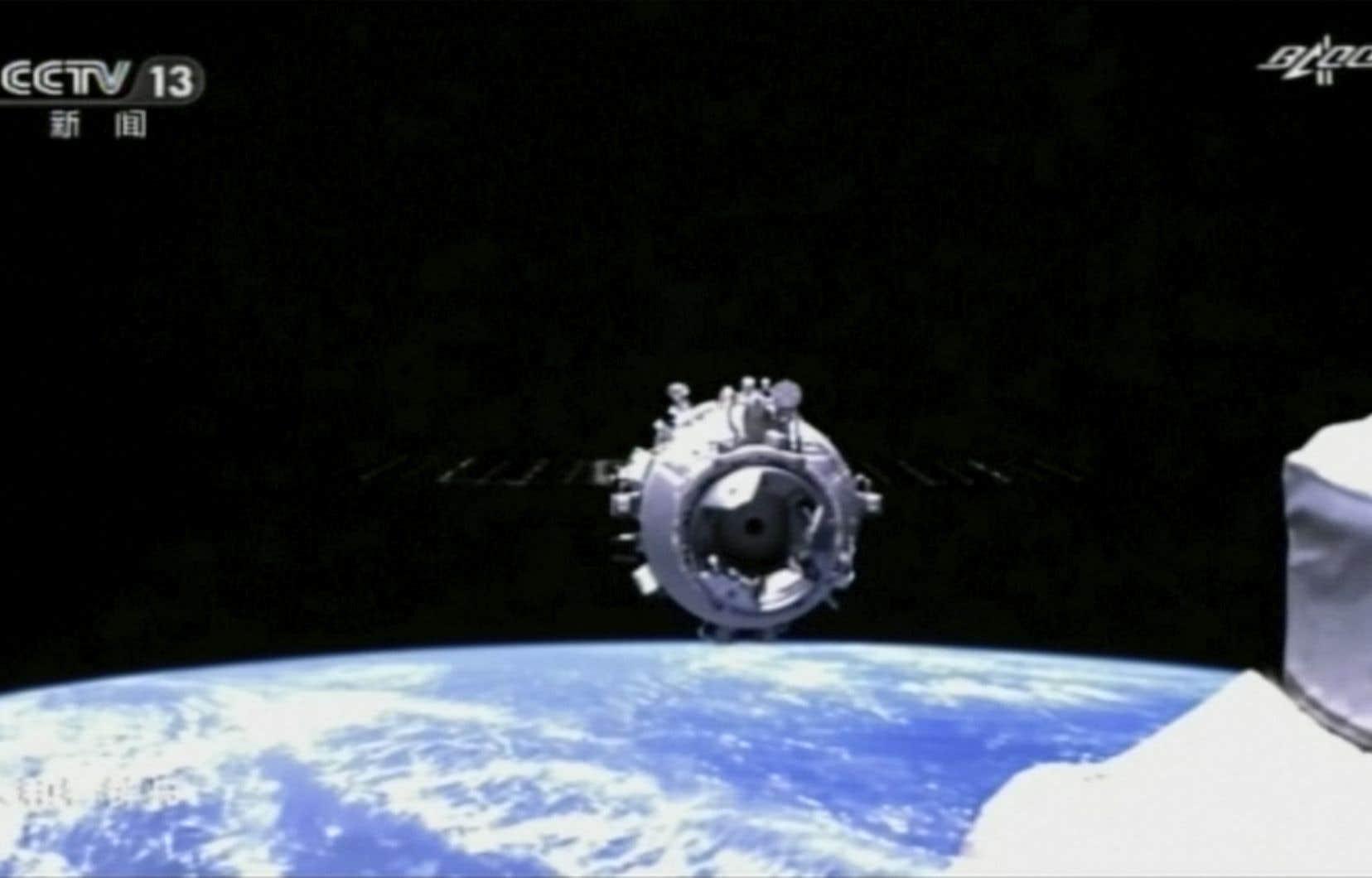 Le vaisseau Shenzhou-12 s'est arrimé à la station spatiale Tianhe environ six heures après son décollage, jeudi.