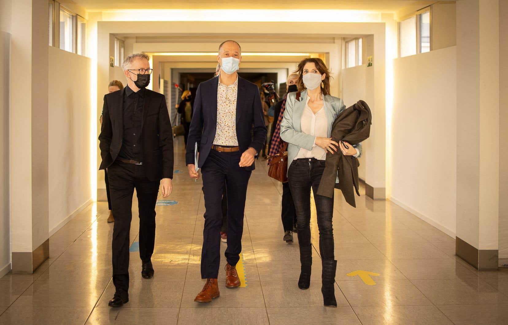 Les quelques 58 000 citoyens associés à l'action intentée par Klimaatzaak ont «tous été considérés recevables», ce qui est «unique», a affirmé Serge de Gheldere (au centre, en mars), président de l'association.