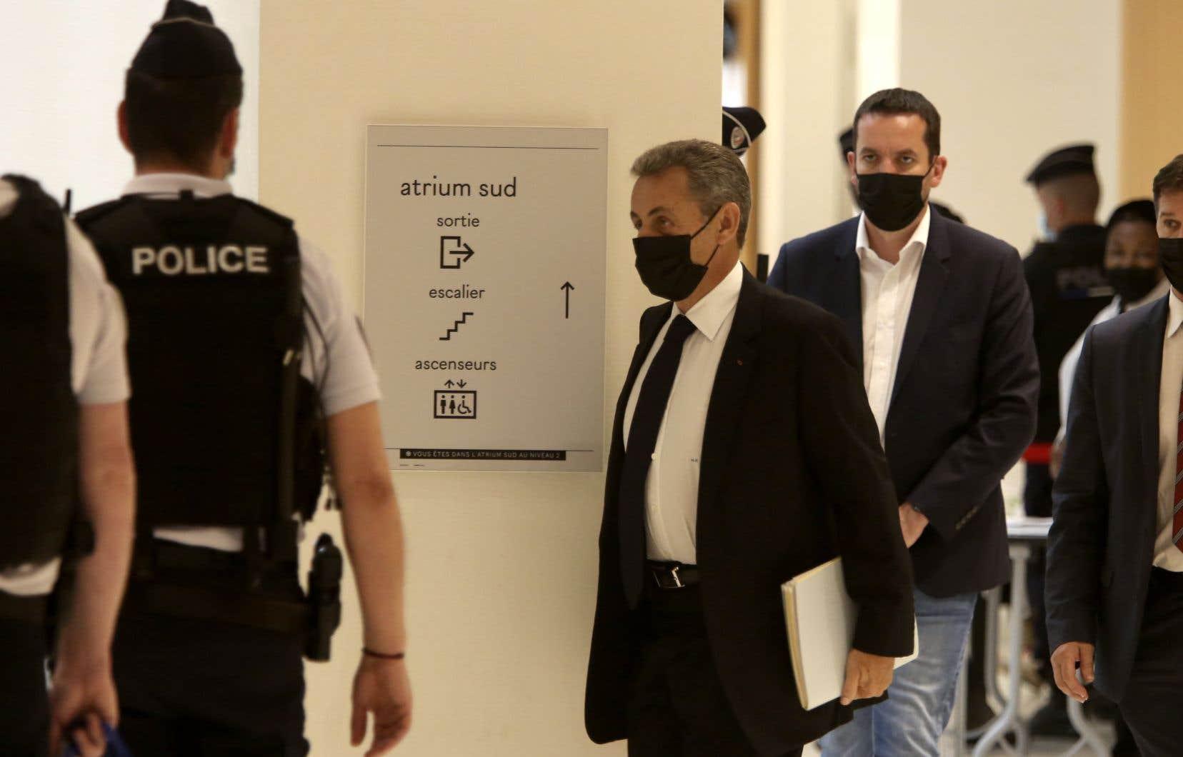 En mars, Nicolas Sarkozy était devenu le premier ex-président de la Verépublique, à être condamné à de la prison ferme (trois ans dont un ferme), pour corruption et trafic d'influence dans l'affaire dite «des écoutes».