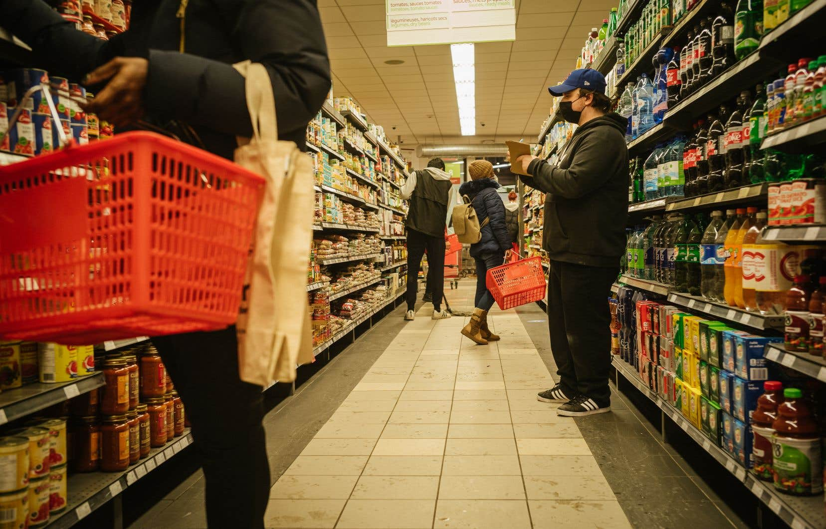 Même si les détaillants en alimentation ont admis avoir communiqué entre eux au sujet de la fin de leurs primes salariales respectives d'environ 2$ l'heure, ils ont nié avoir coordonné la fin de ces primes salariales.