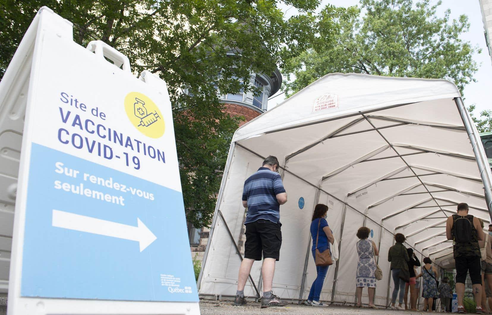 Le Québec n'a atteint qu'un des deux objectifs, soit la vaccination de 75% de sa population. Il s'approche toutefoisdu second, soit l'administration d'unedeuxième dose à 20% de sa population.
