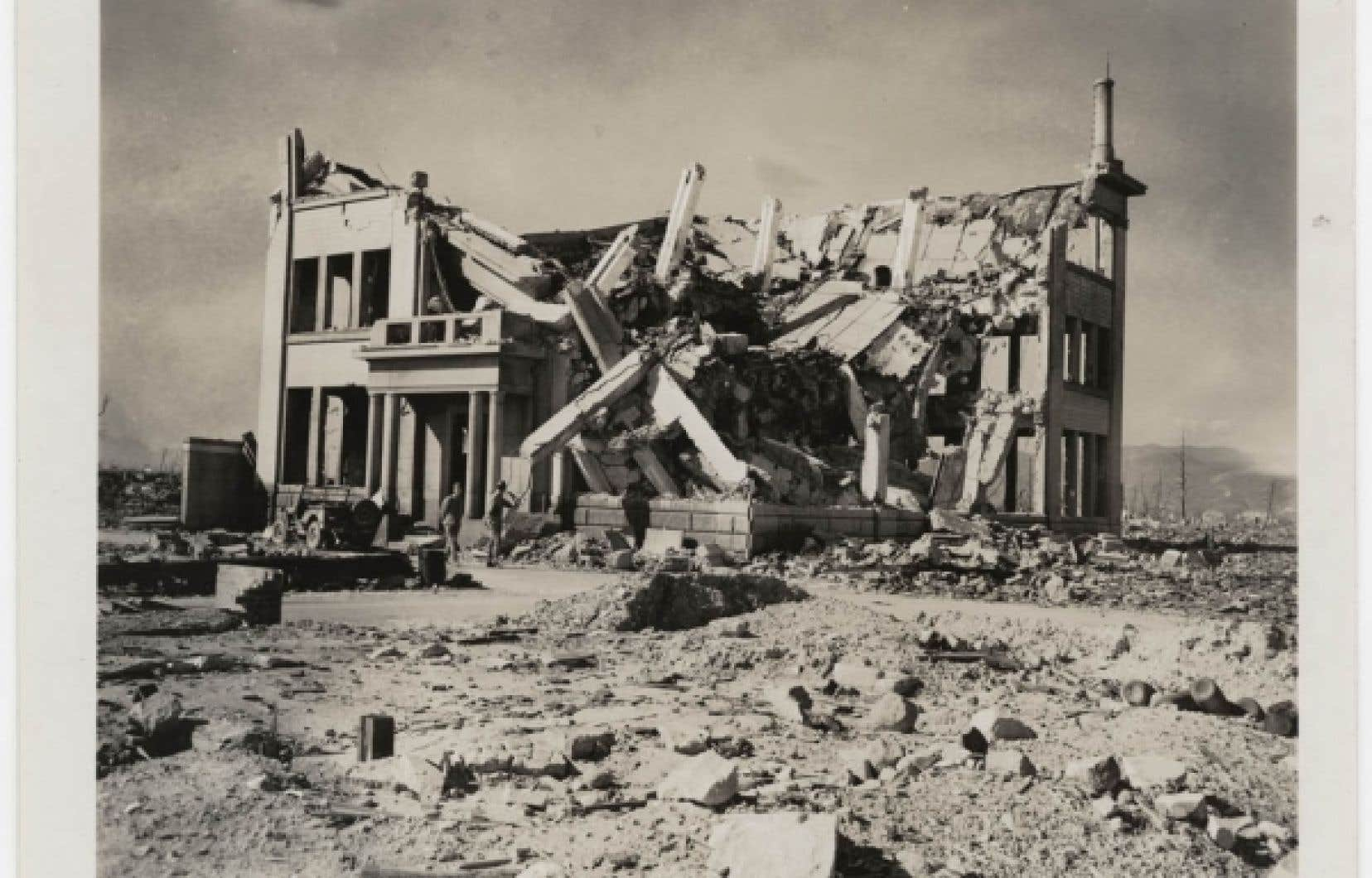 Ruines de la compagnie de distribution de gaz Chugoku, 8 novembre 1945. &laquo;United States Strategic Bombing Survey, Physical Damage Division&raquo;.<br /> <br />