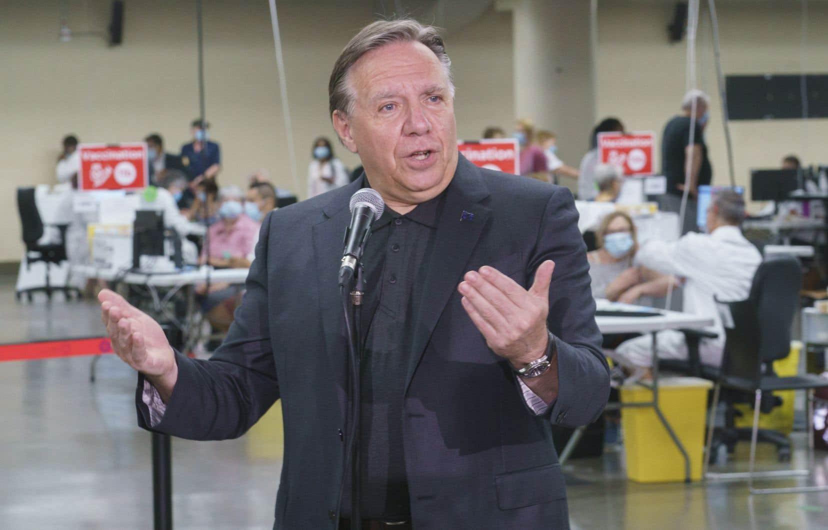 François Legaulta répondu aux questions des journalistes peu après avoir reçu sa seconde dose de vaccin contre la COVID-19 au Stade olympique de Montréal.