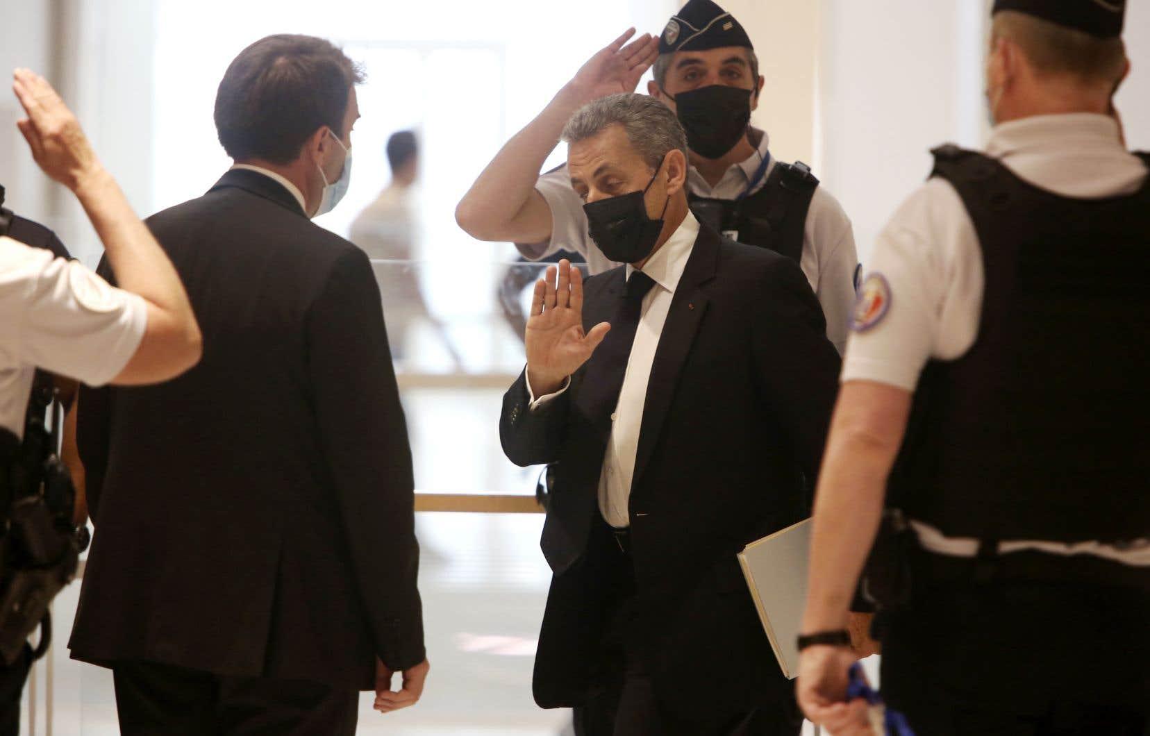 Un an de prison dont six mois avec sursis et 3750euros d'amende ont été requis à l'encontre de M.Sarkozy, jugé pour «financement illégal de campagne électorale».