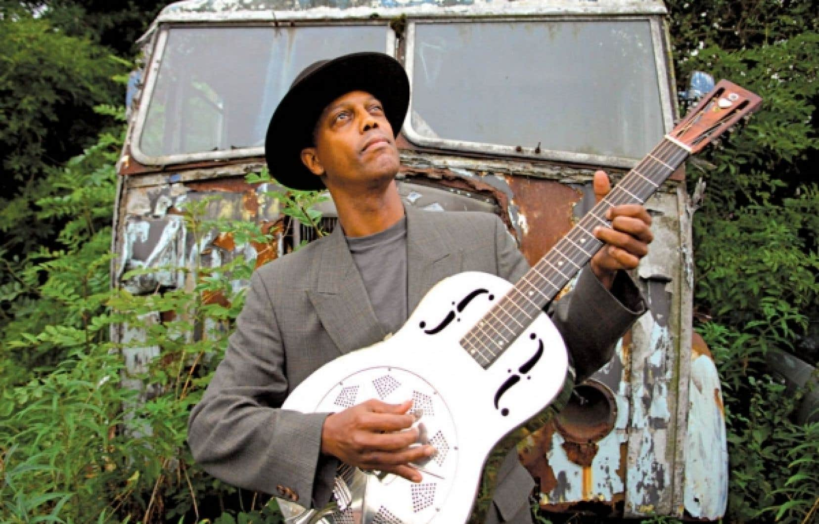 Le guitariste Eric Bibb... troubadour.<br />