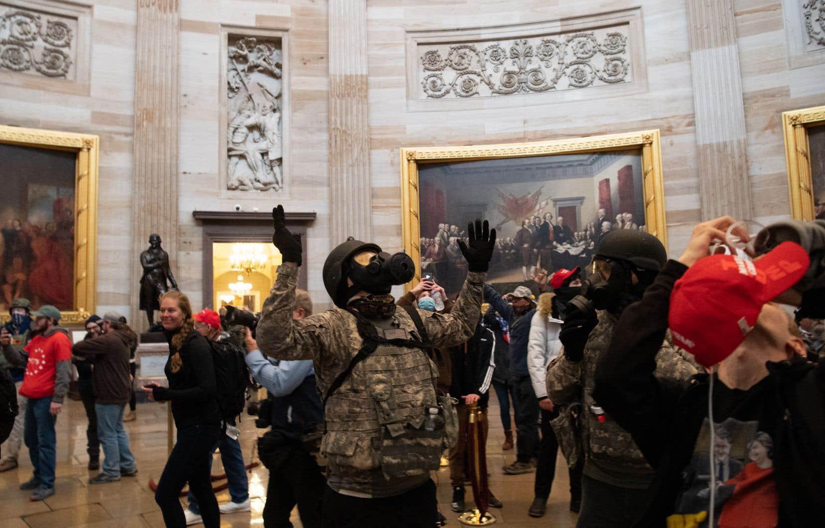 Depuis janvier, la police fédérale a déployé des moyens considérables pour identifier les quelque 800 personnes impliquées dans l'assaut du Capitole, qui avait choqué l'Amérique. Jusqu'ici, 500 ont été retrouvées et inculpées pour des chefs plus ou moins lourds.