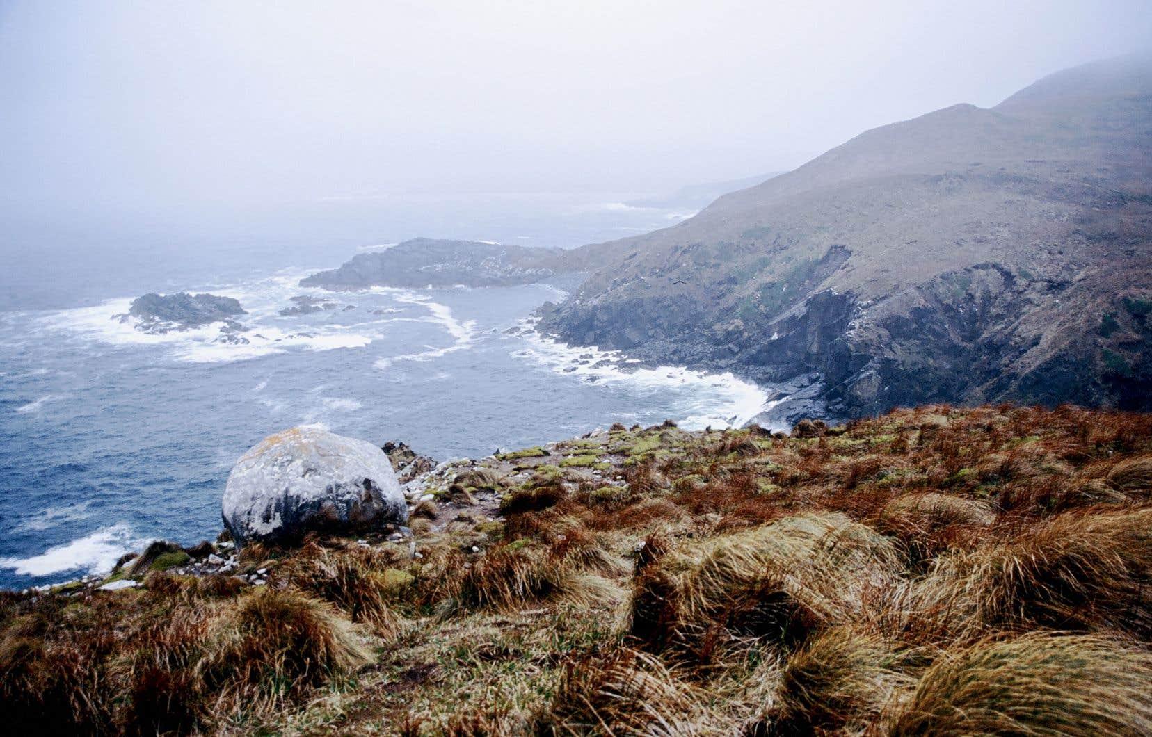 Le cap Horn situé à l'extrémité sud de l'île Horn, dans la partie chilienne de l'archipel de la Terre de Feu (image tirée du livre «Un monde à voir» de Carolyne Parent)