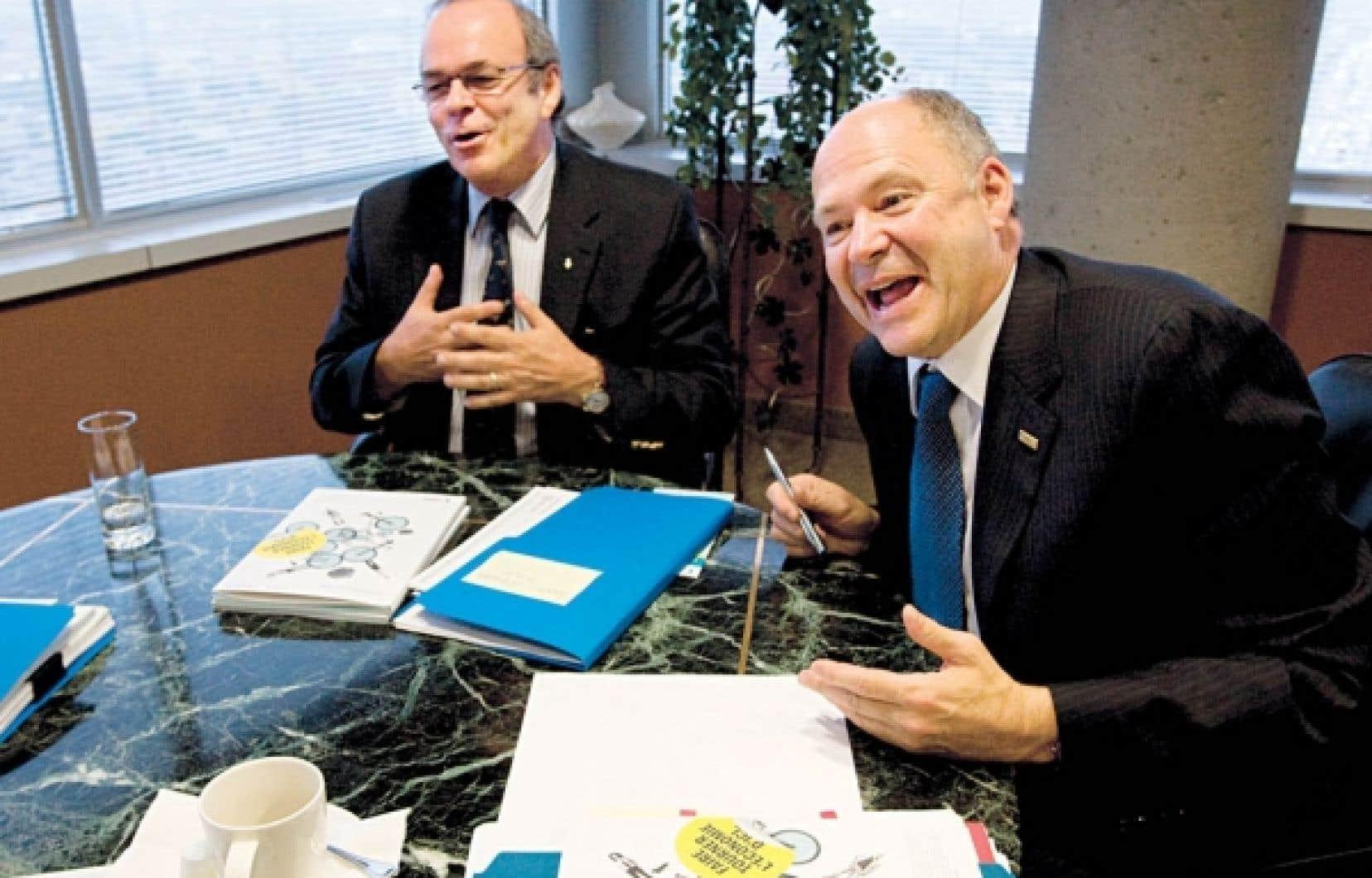 Le président-directeur général du Fonds de solidarité, Yvon Bolduc (à droite), et Michel Arsenault, président du conseil et président de la FTQ.<br />